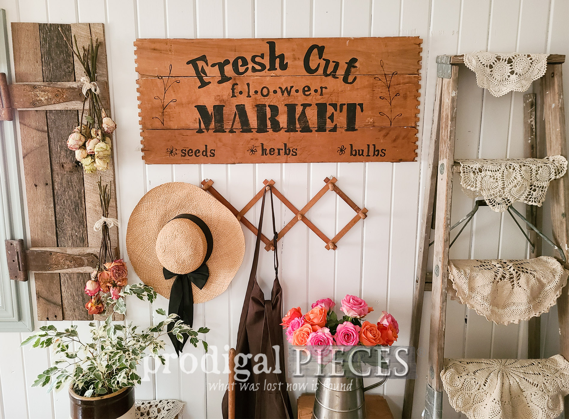Featured Broken Drawer Decor Made by Larissa of Prodigal Pieces | prodigalpieces.com #prodigalpieces #diy #farmhouse #spring #home #homedecor