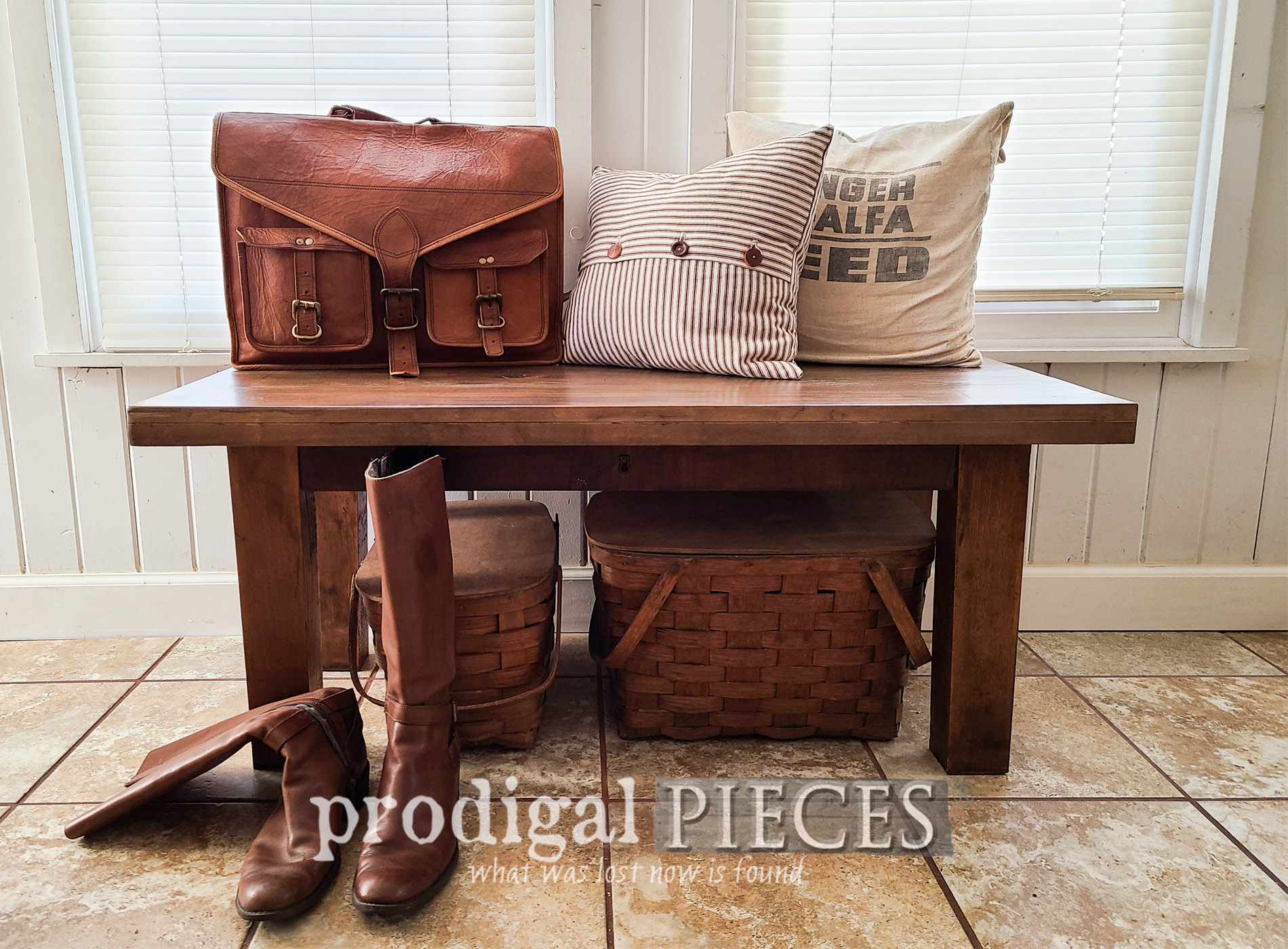Featured Reclaimed Bench Built by Larissa of Prodigal Pieces | prodigalpieces.com #prodigalpieces #diy #home #farmhouse #homedecor