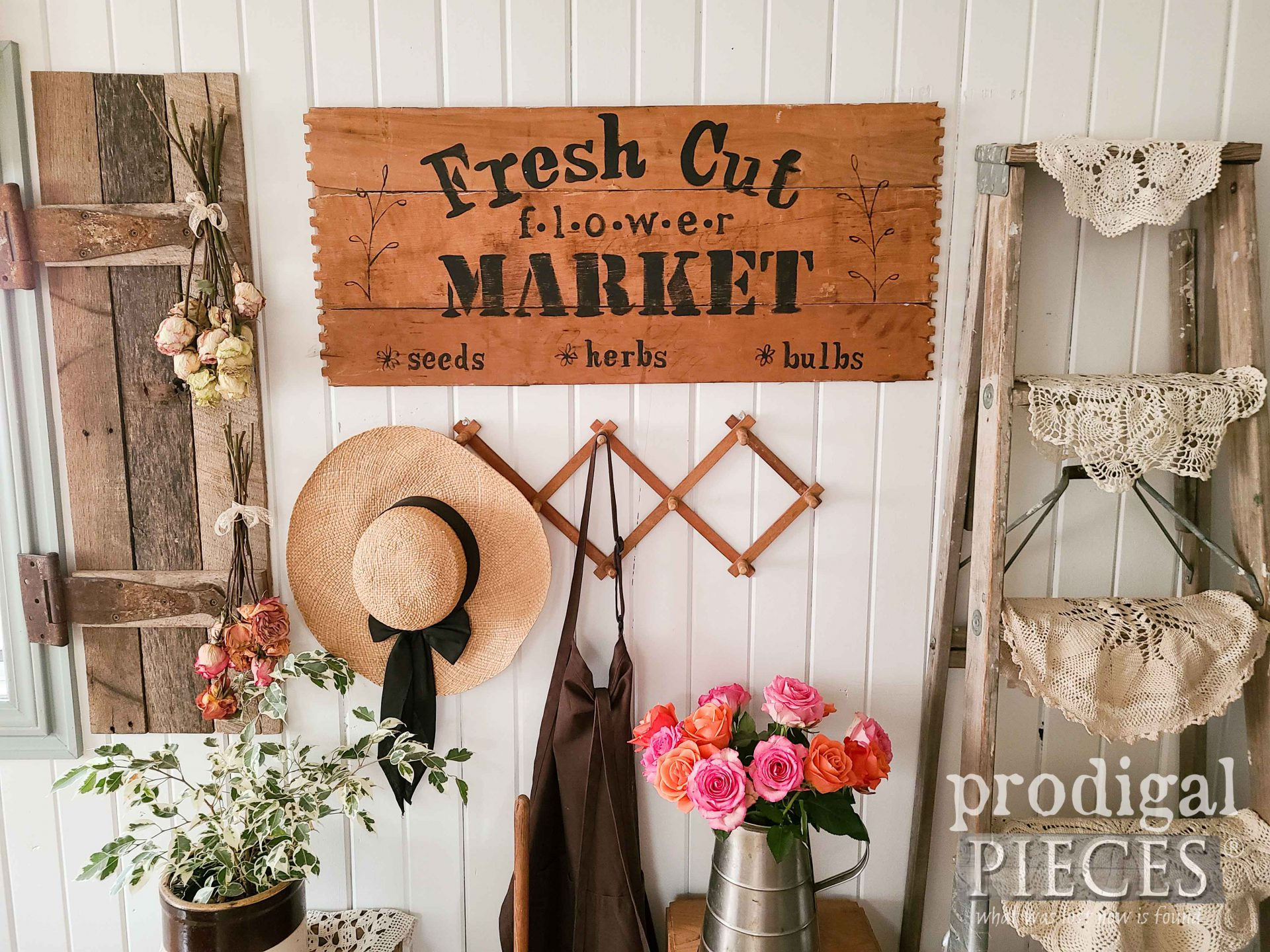 Fresh Cut Flower Market Sign from Upcycled Broken Drawers by Larissa of Prodigal Pieces | prodigalpieces.com #prodigalpieces #home #spring #farmhouse #homedecor