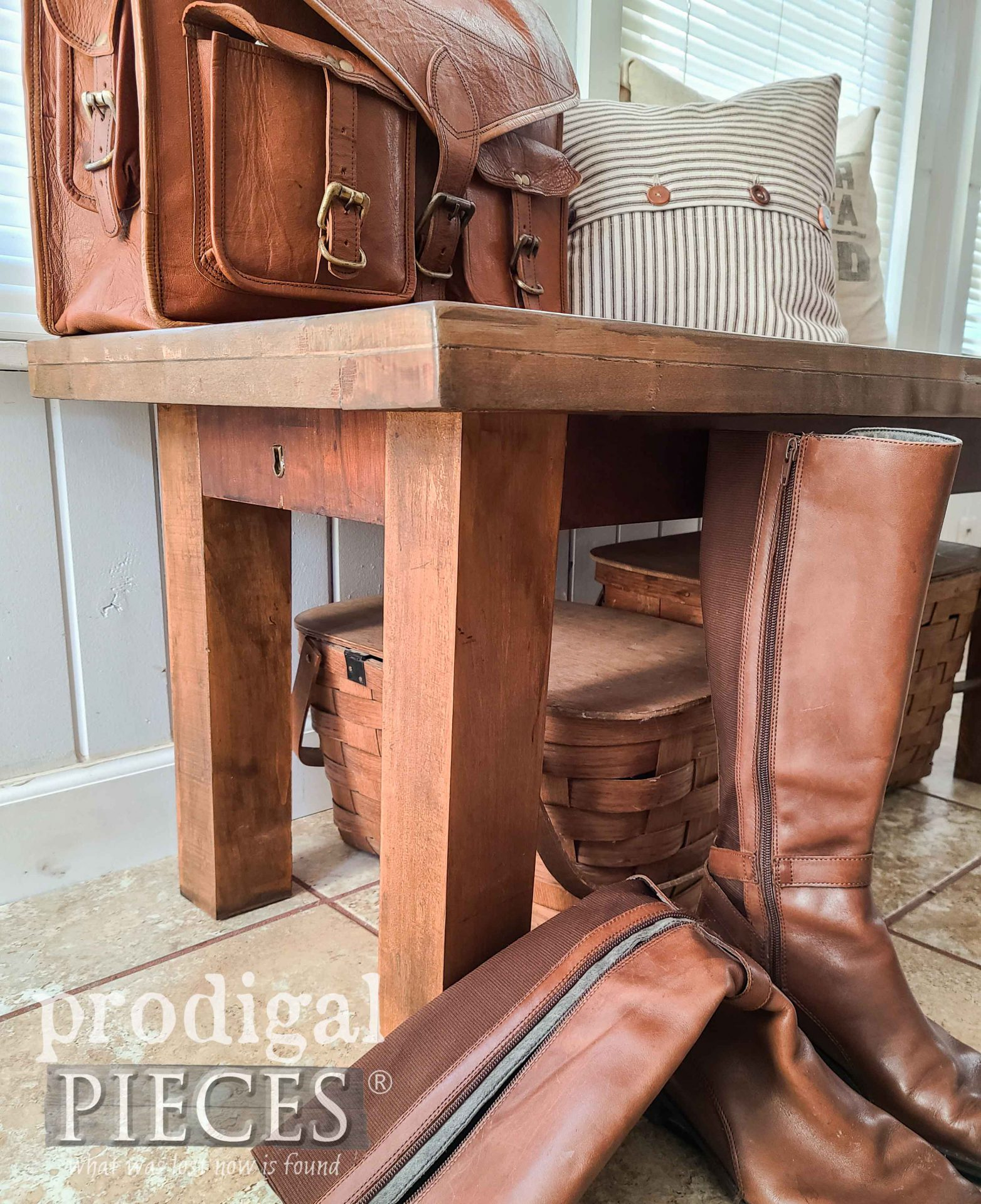 Handmade Farmhouse Bench for Home Decor by Larissa of Prodigal Pieces   prodigalpieces.com #prodigalpieces #diy #home #woodworking #trashure