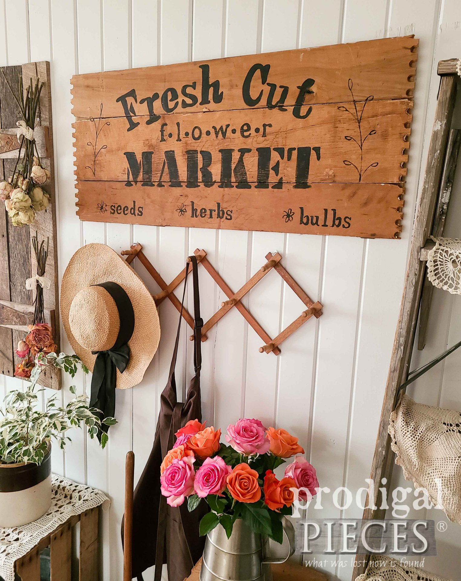 Repurposed Drawers Flower Sign by Larissa of Prodigal Pieces | prodigalpieces.com #prodigalpieces #farmhouse #diy #home #homedecor