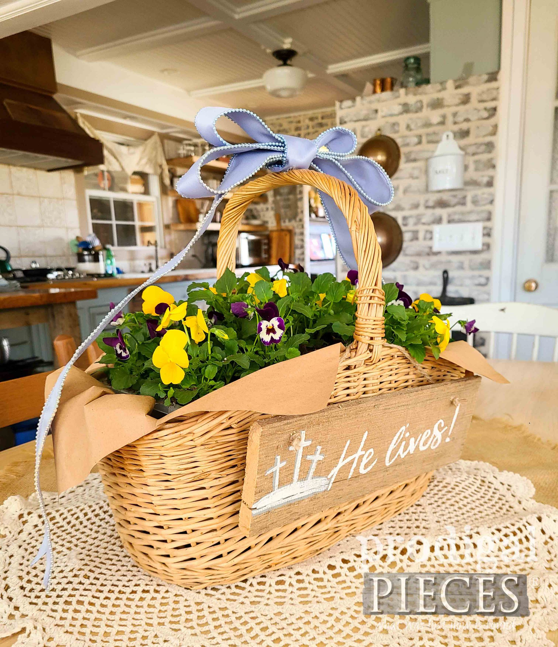 DIY Spring Easter Centerpiece by Larissa of Prodigal Pieces | prodigalpieces.com #prodigalpieces #spring #easter #diy #home