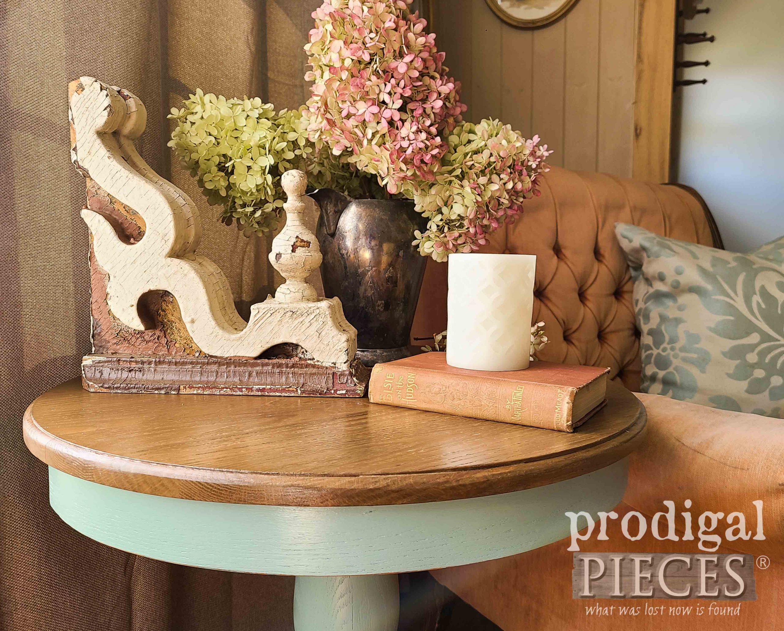 Vignette with Farmhouse Style by Larissa of Prodigal Pieces | prodigalpieces.com #prodigalpieces #diy #home #homedecor