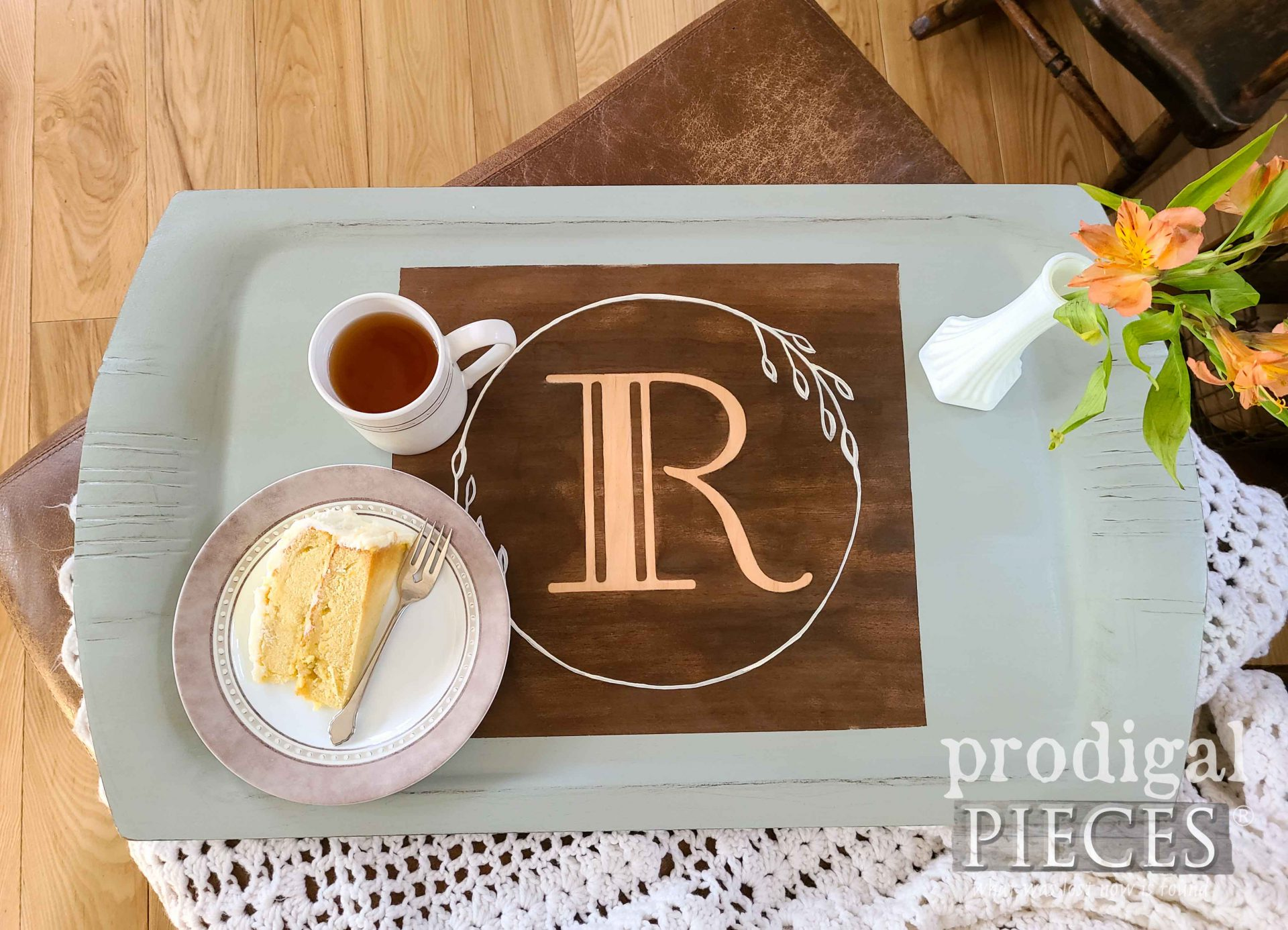 Vintage Monogram Wooden Tray by Prodigal Pieces | prodigalpieces.com #prodigalpieces #diy #vintage #farmhouse #home