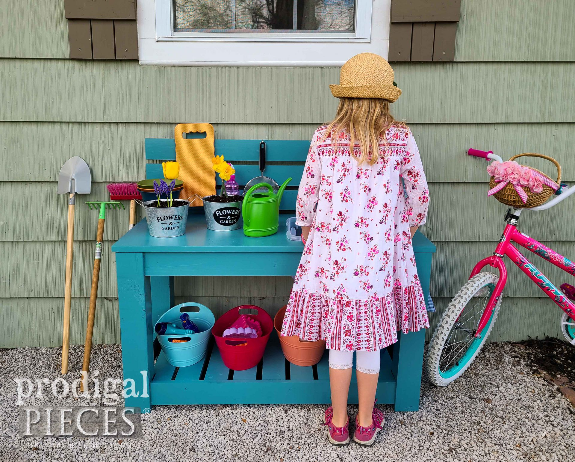 Backyard Upcycled Mud Bar Play Area by Larissa & JC of Prodigal Pieces | prodigalpieces.com #prodigalpieces #kids #play #diy #upcycled