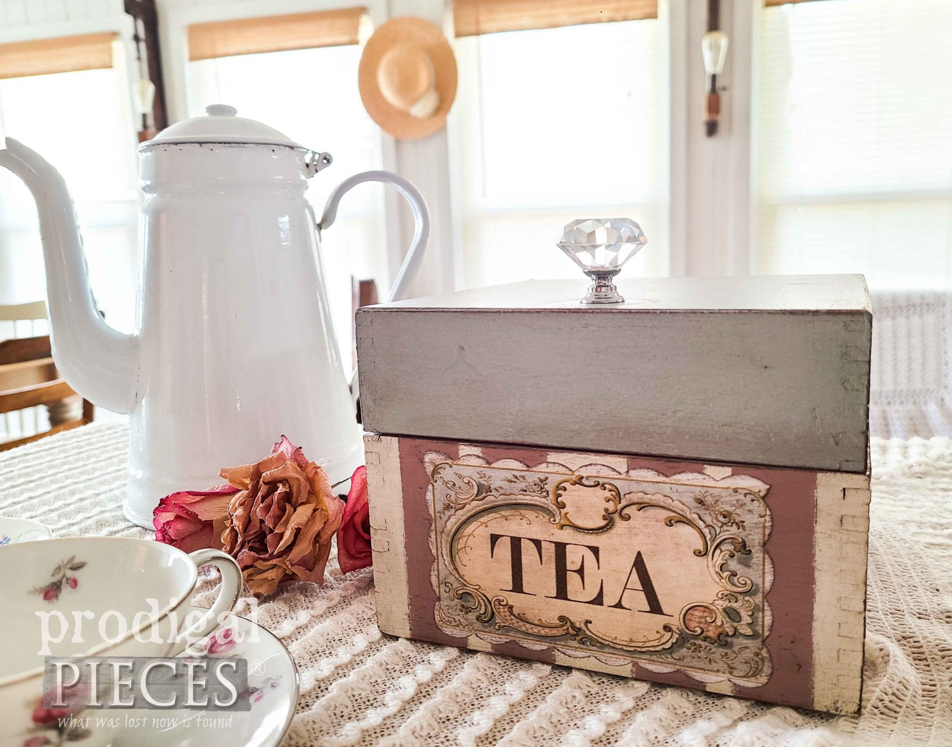 DIY Vintage Tea Box by Larissa of Prodigal Pieces | prodigalpieces.com #prodigalpieces #vintage #tea #home #homedecor