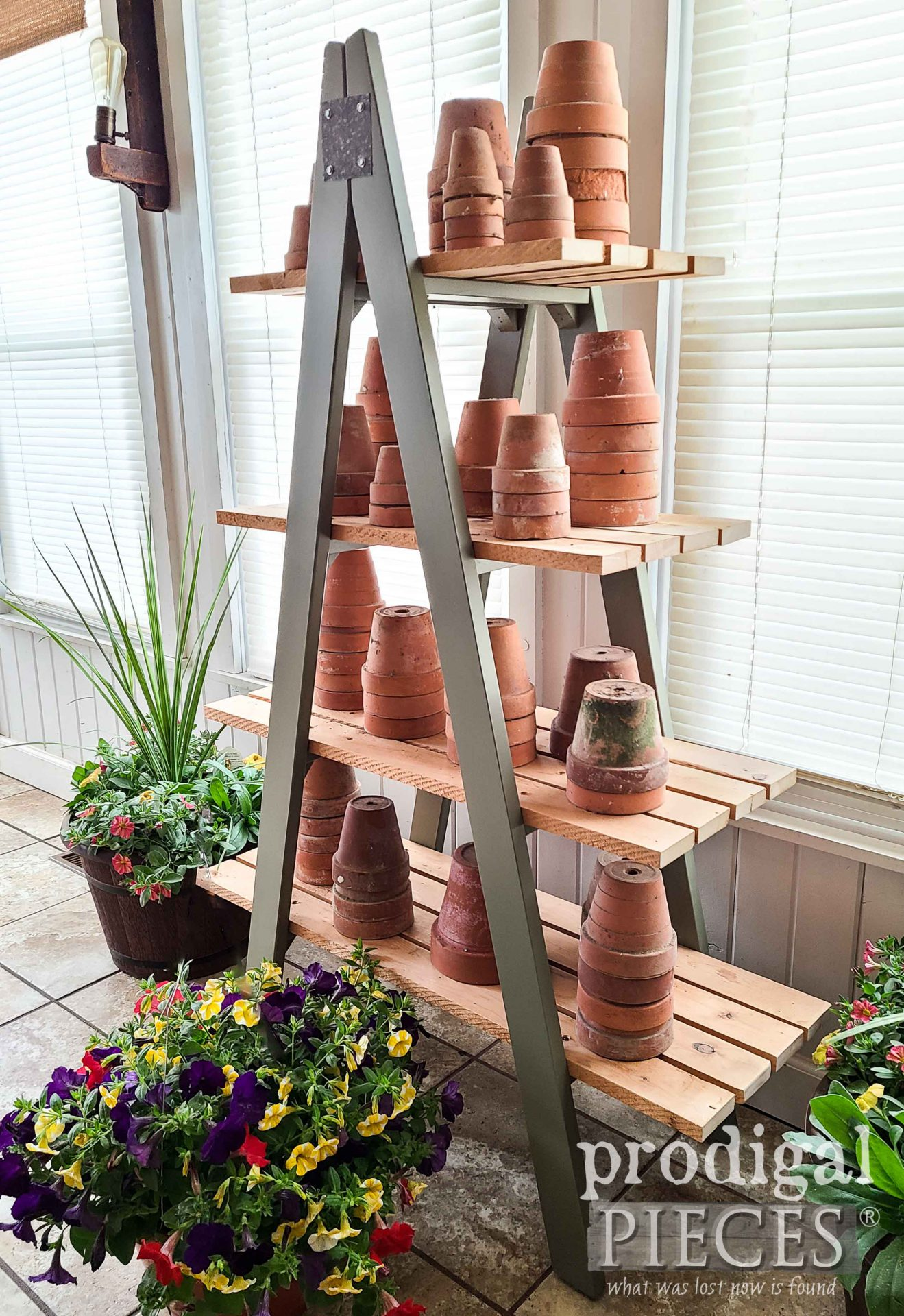 Farmhouse Style Ladder Shelf by Larissa of Prodigal Pieces | prodigalpieces.com #prodigalpieces #diy #home #homedecor #farmhouse #garden