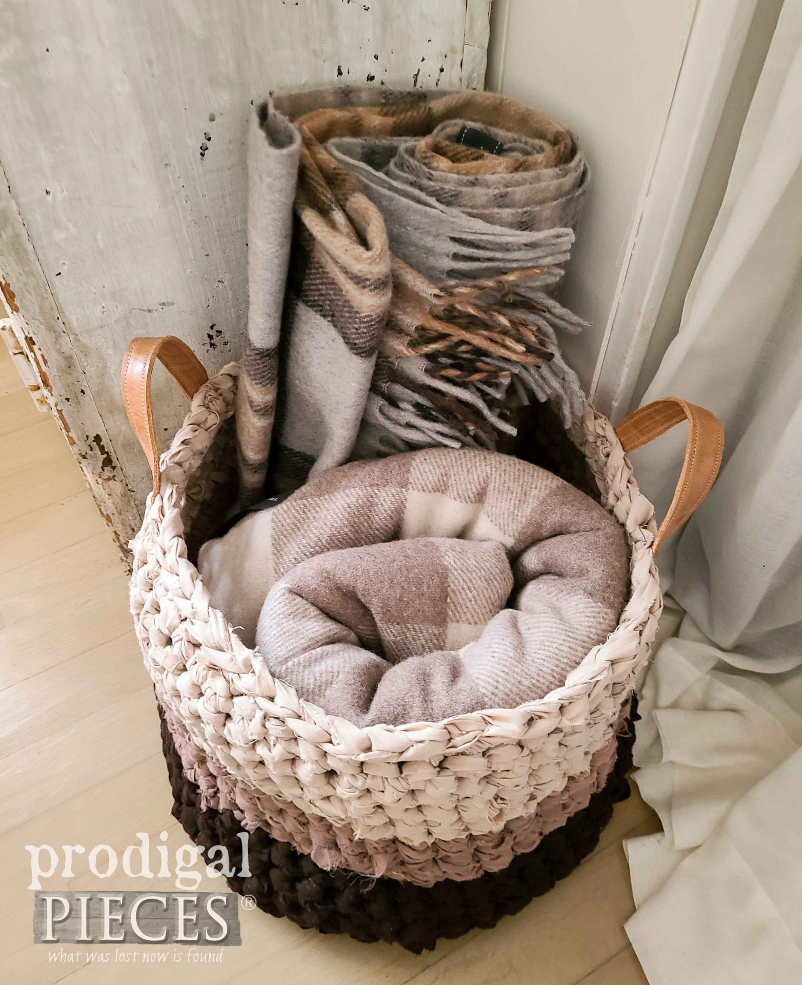 Top view of DIY Crochet Basket by Larissa of Prodigal Pieces | prodigalpieces.com #prodigalpieces #handmade #crochet #crafts