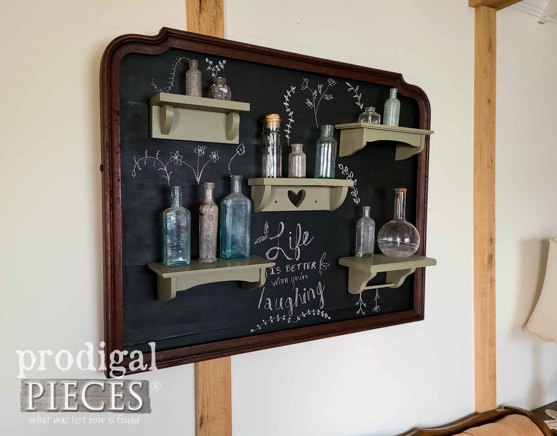 Farmhouse Style Chalkboard Wall Art from Upcycled Mirror Frame by Larissa of Prodigal Pieces | prodigalpieces.com #prodigalpieces #farmhouse #home #homedecor