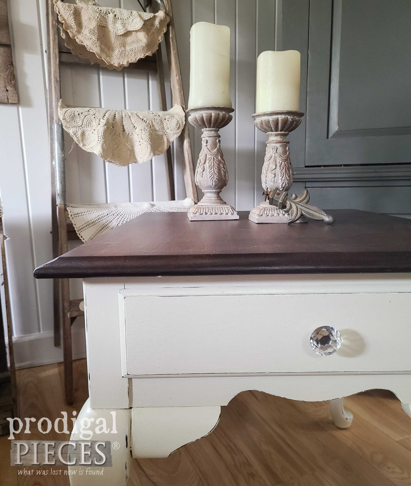 Corner of Broyhill Queen Anne Side Table by Prodigal Pieces | prodigalpieces.com #prodigalpieces #diy #furniture #home #vintage #homedecor