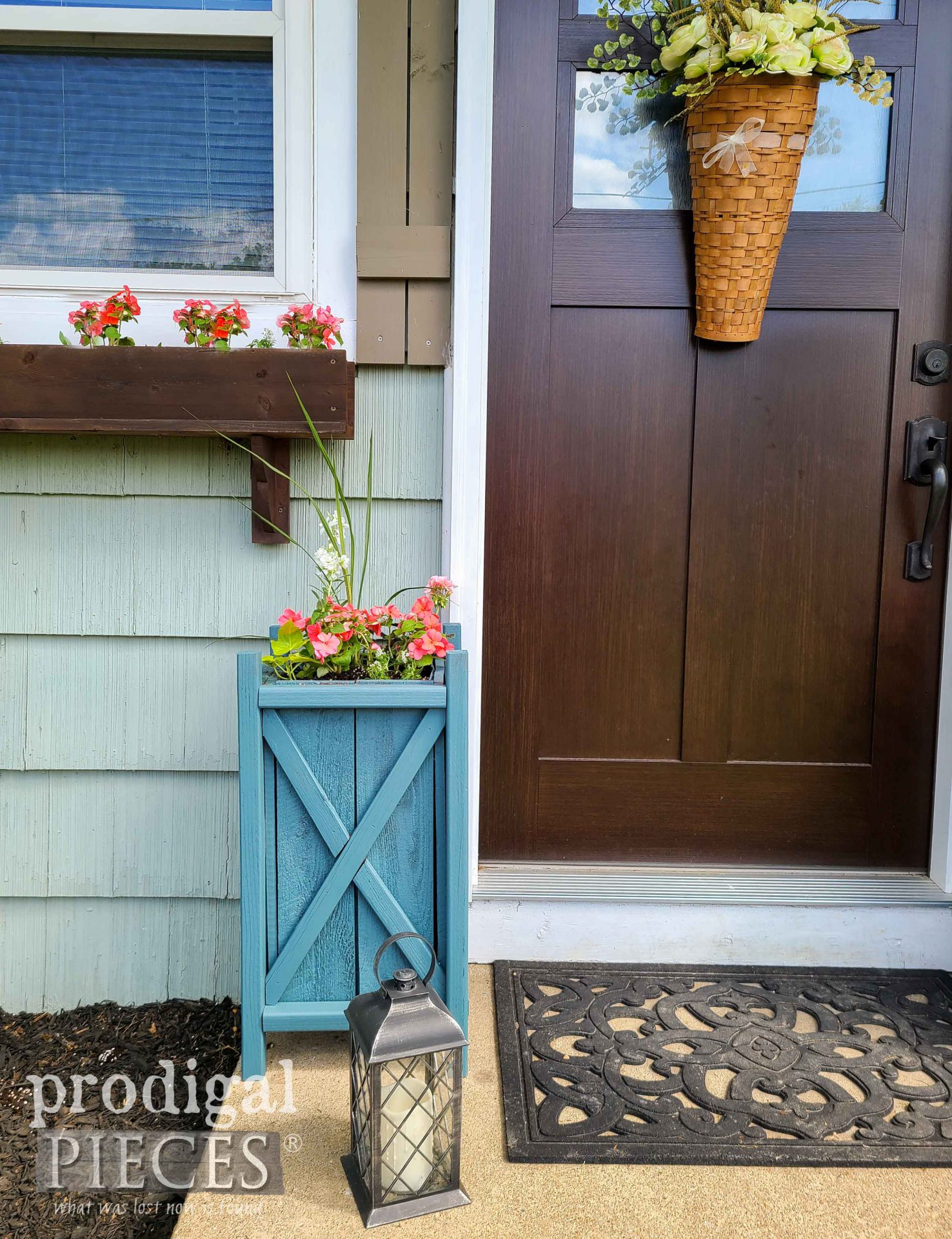 Farmhouse Blue Planter with Free Build Plans by Larissa of Prodigal Pieces | prodigalpieces.com #prodigalpieces #farmhouse #home #garden