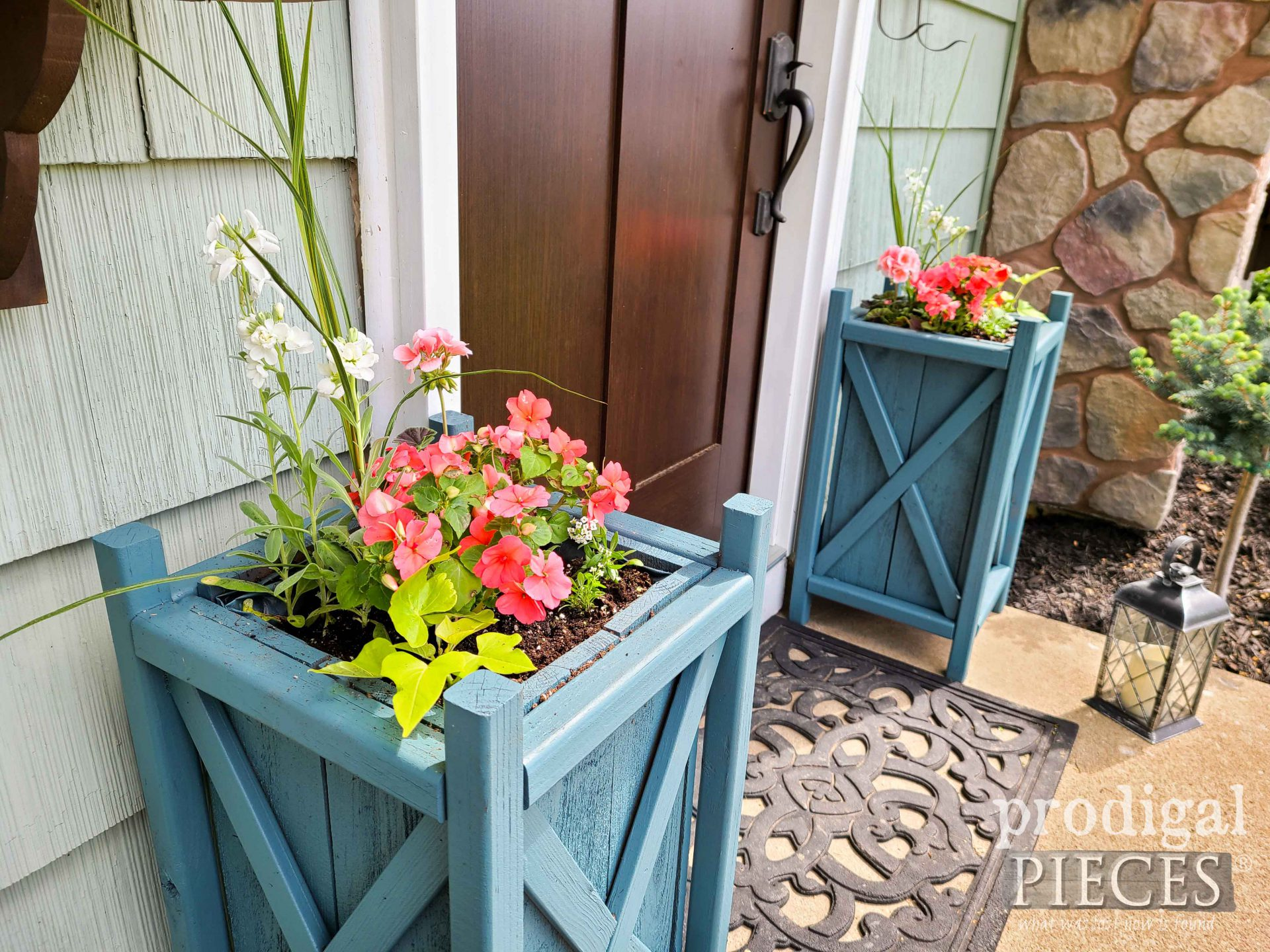 Farmhouse Style Planters with Free Build Plans by Larissa of Prodigal Pieces | prodigalpieces.com #prodigalpieces #home #diy #woodworking #home