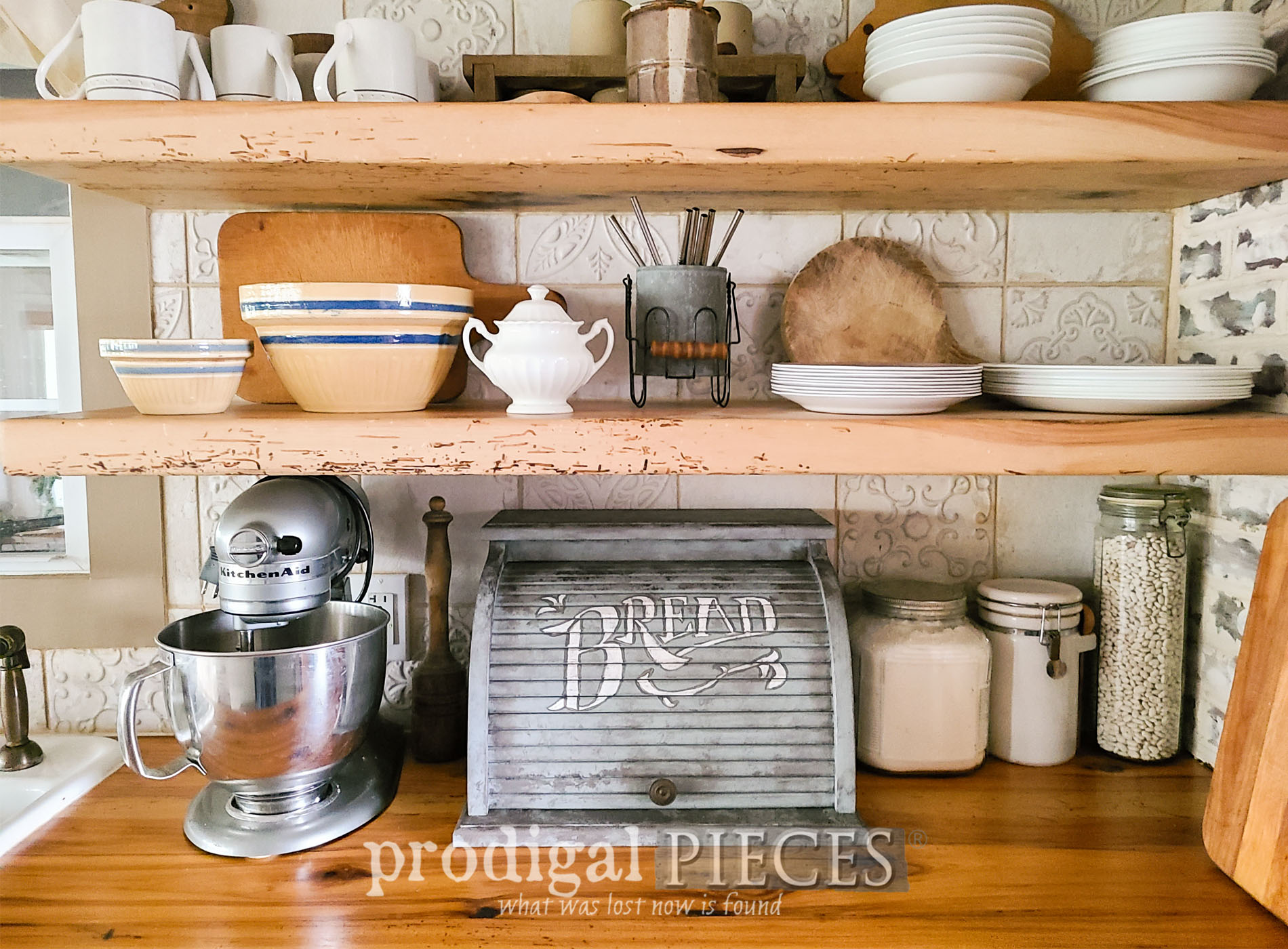 Featured Vintage Bread Box Makeover with Faux Zinc Finish by Larissa of Prodigal Pieces | prodigalpieces.com #prodigalpieces #farmhouse #vintage #home #homedecor #kitchen