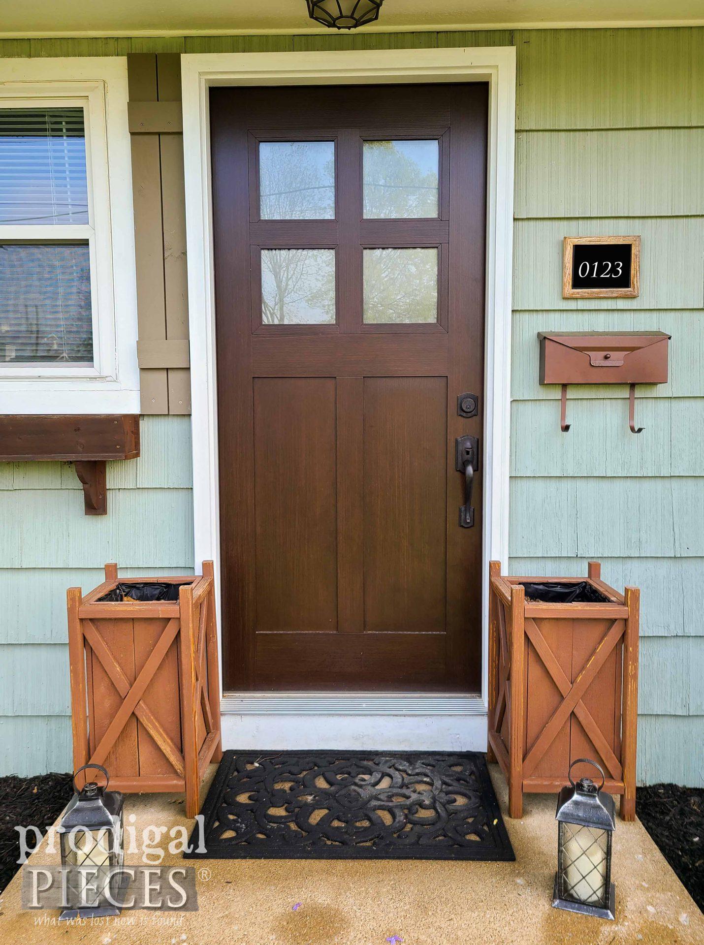 Prodigal Pieces Front Door Before | prodigalpieces.com #prodigalpieces