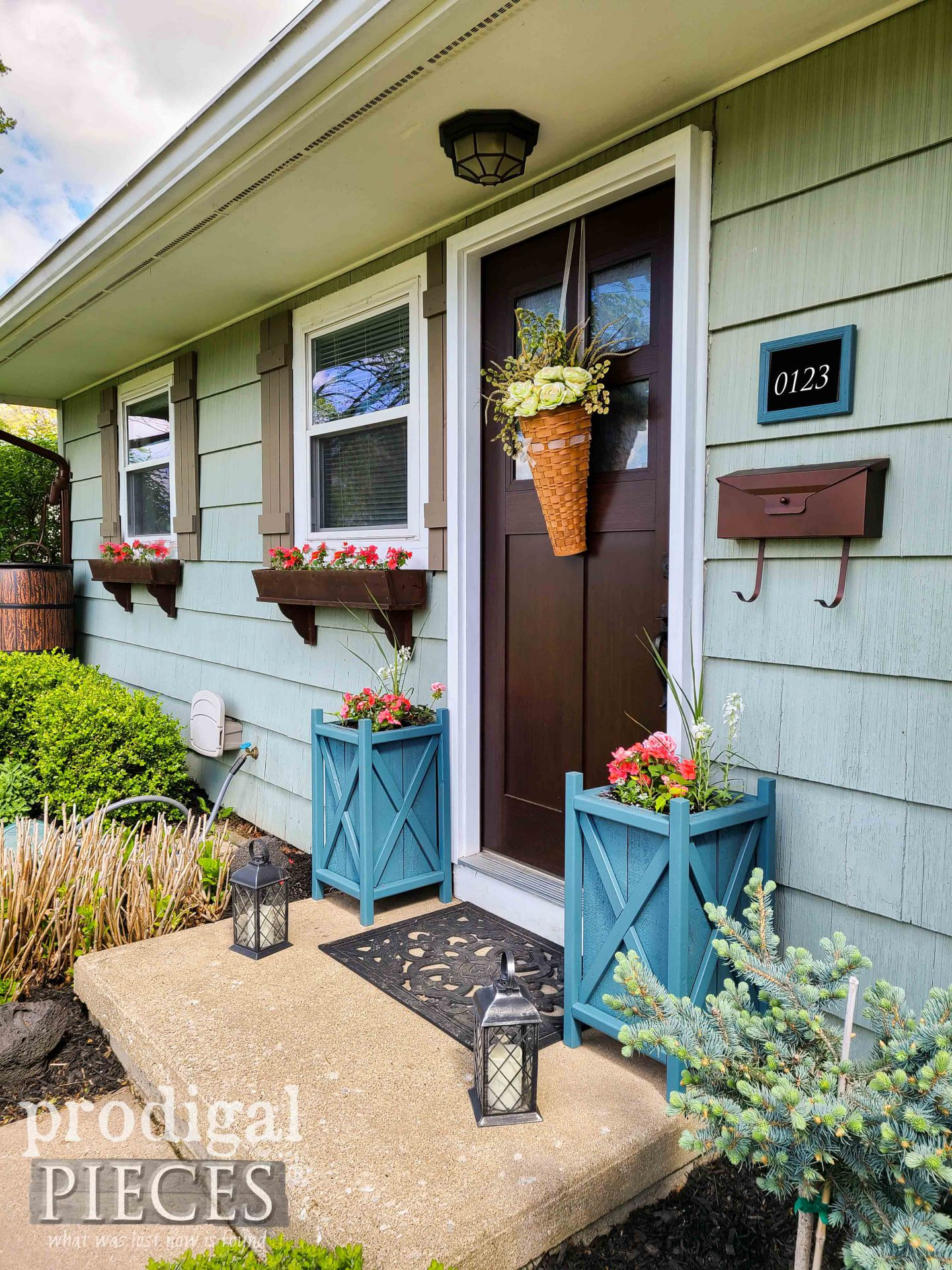 Update Planters for Front Door Decor by Larissa of Prodigal Pieces | prodigalpieces.com #prodigapieces #home #woodworking #garden