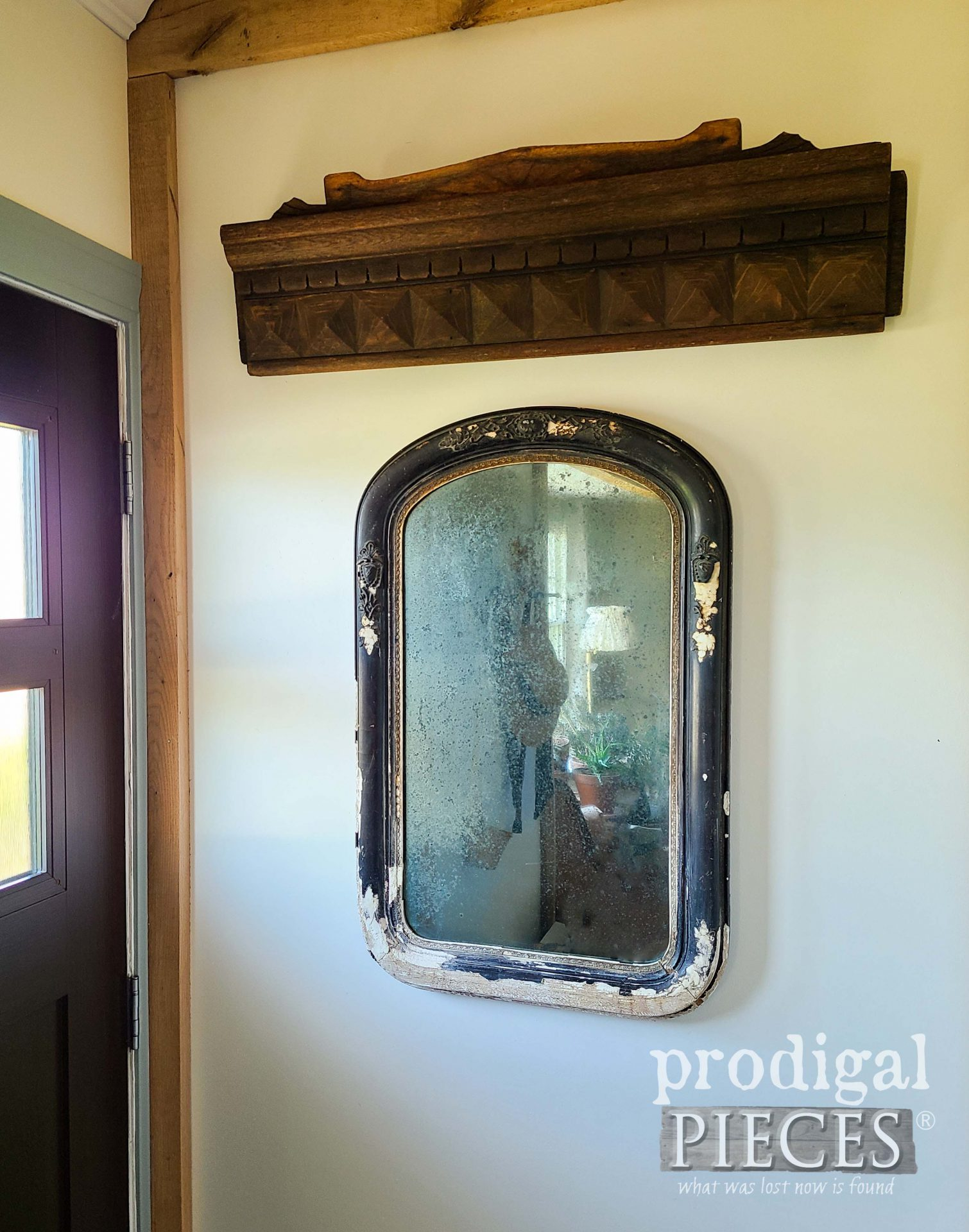Ghost Mirror with Architectural Salvaged Decor by Larissa of Prodigal Pieces | prodigalpieces.com #prodigalpieces #antique #salvage #home #farmhouse #homedecor