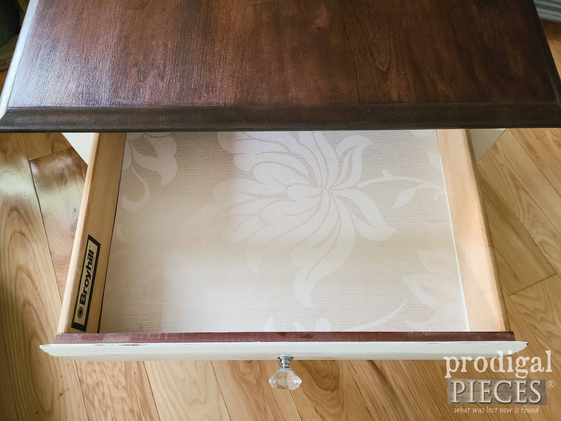 Open Drawer to Broyhill Queen Anne Side Table | by Prodigal Pieces | prodigalpieces.com #prodigalpieces #vintage #home #furniture #table