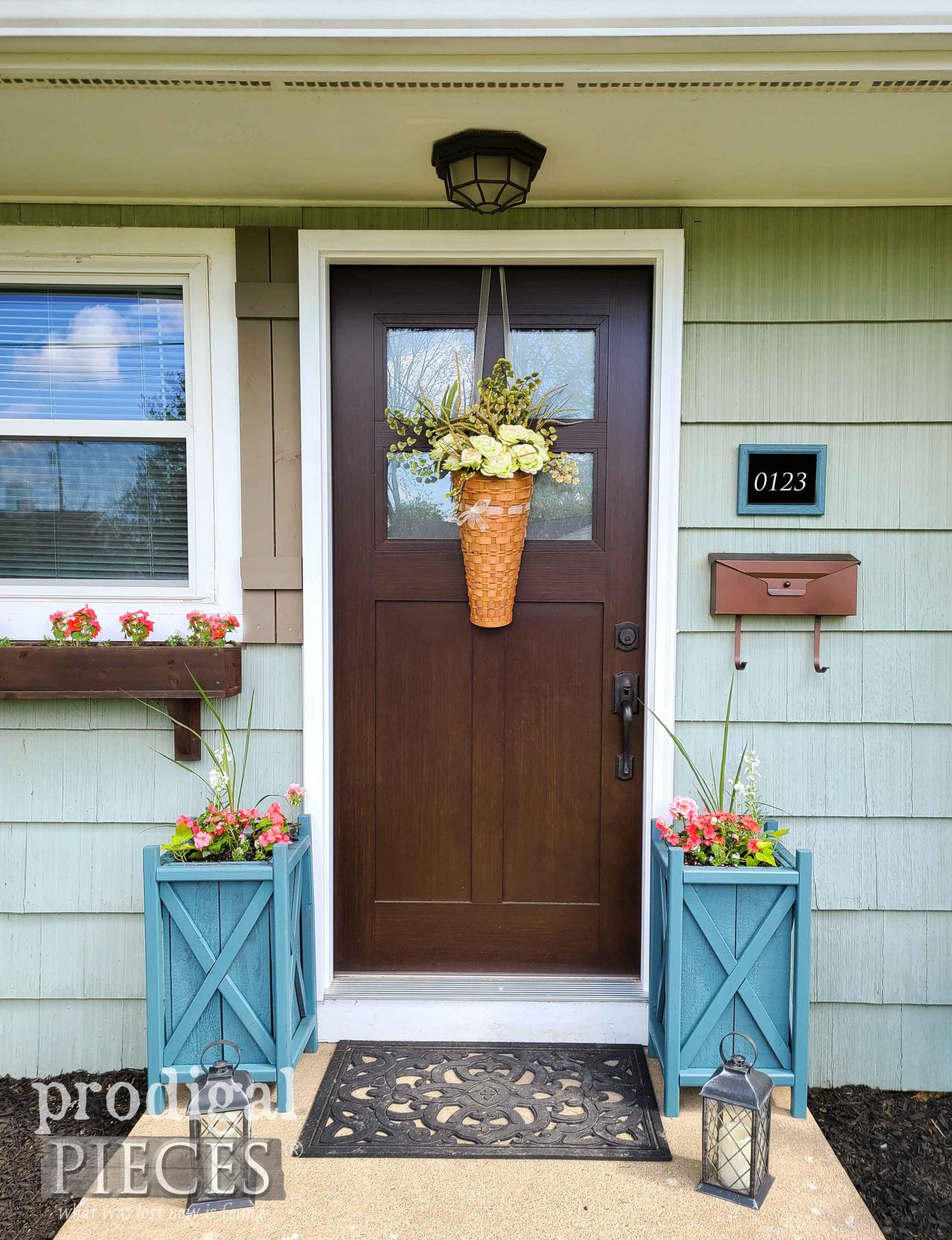 Rustic Farmhouse Style DIY Door Curb Appeal by Larissa of Prodigal Pieces | prodigalpieces.com #prodigalpieces #farmhouse #garden #diy #curbappeal