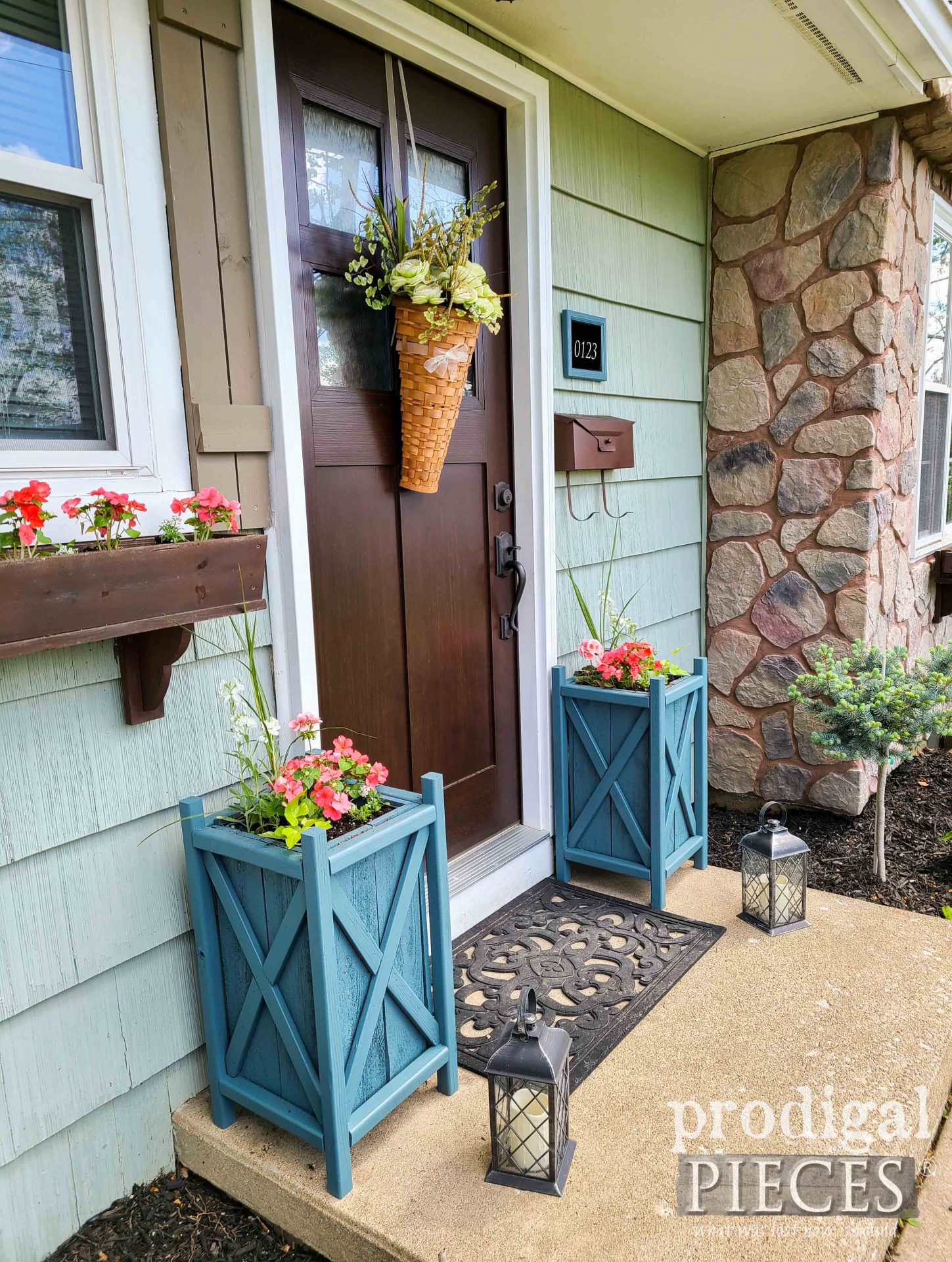 Side View of Update Planters DIY by Larissa of Prodigal Pieces | prodigalpieces.com #prodigalpieces #diy #woodworking #garden #home