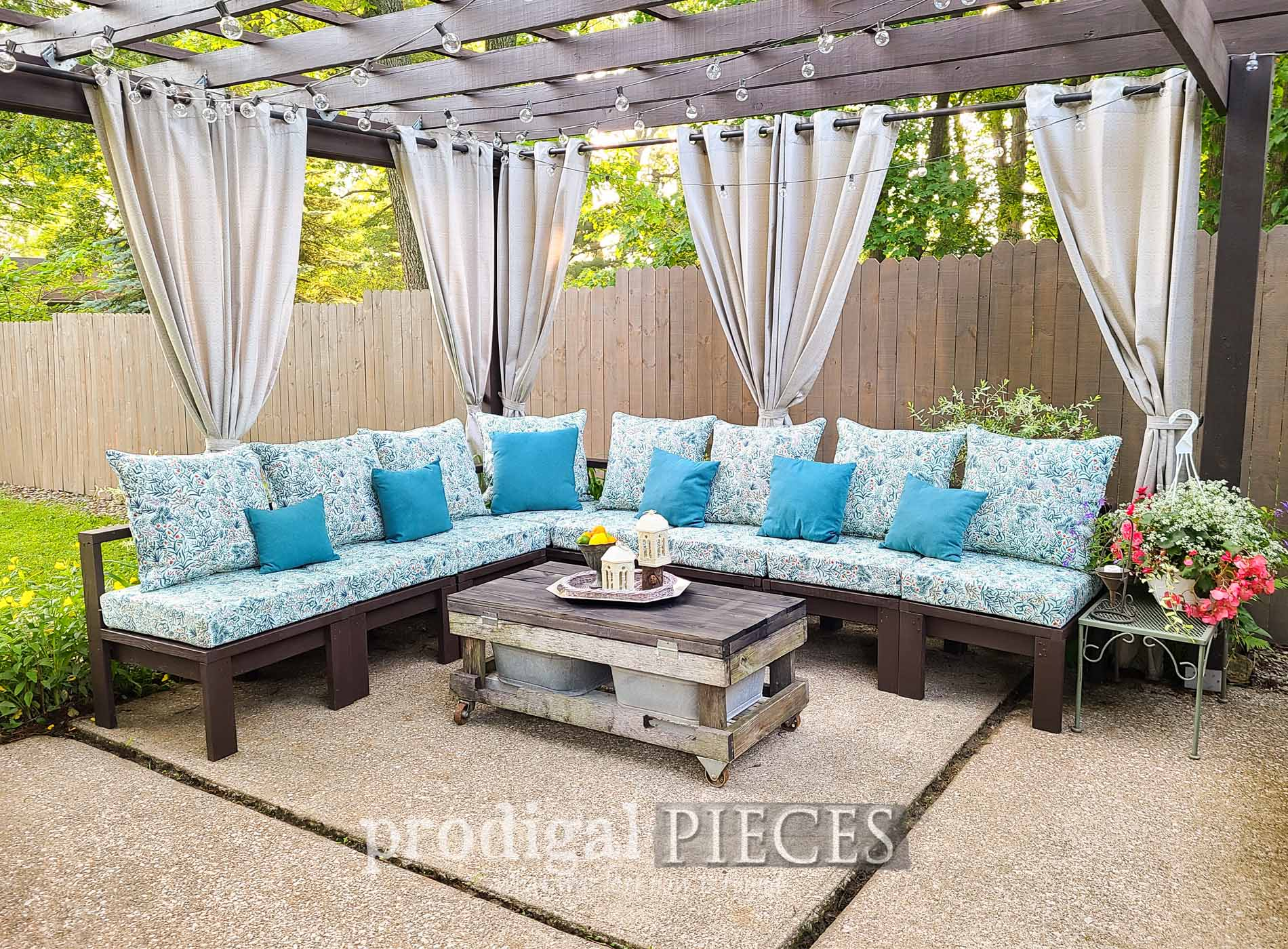 Featured DIY Patio Sectional Sofa by Prodigal Pieces | prodigalpieces.com #prodigalpieces #diy #buildplans #woodworking #patio #summer #free