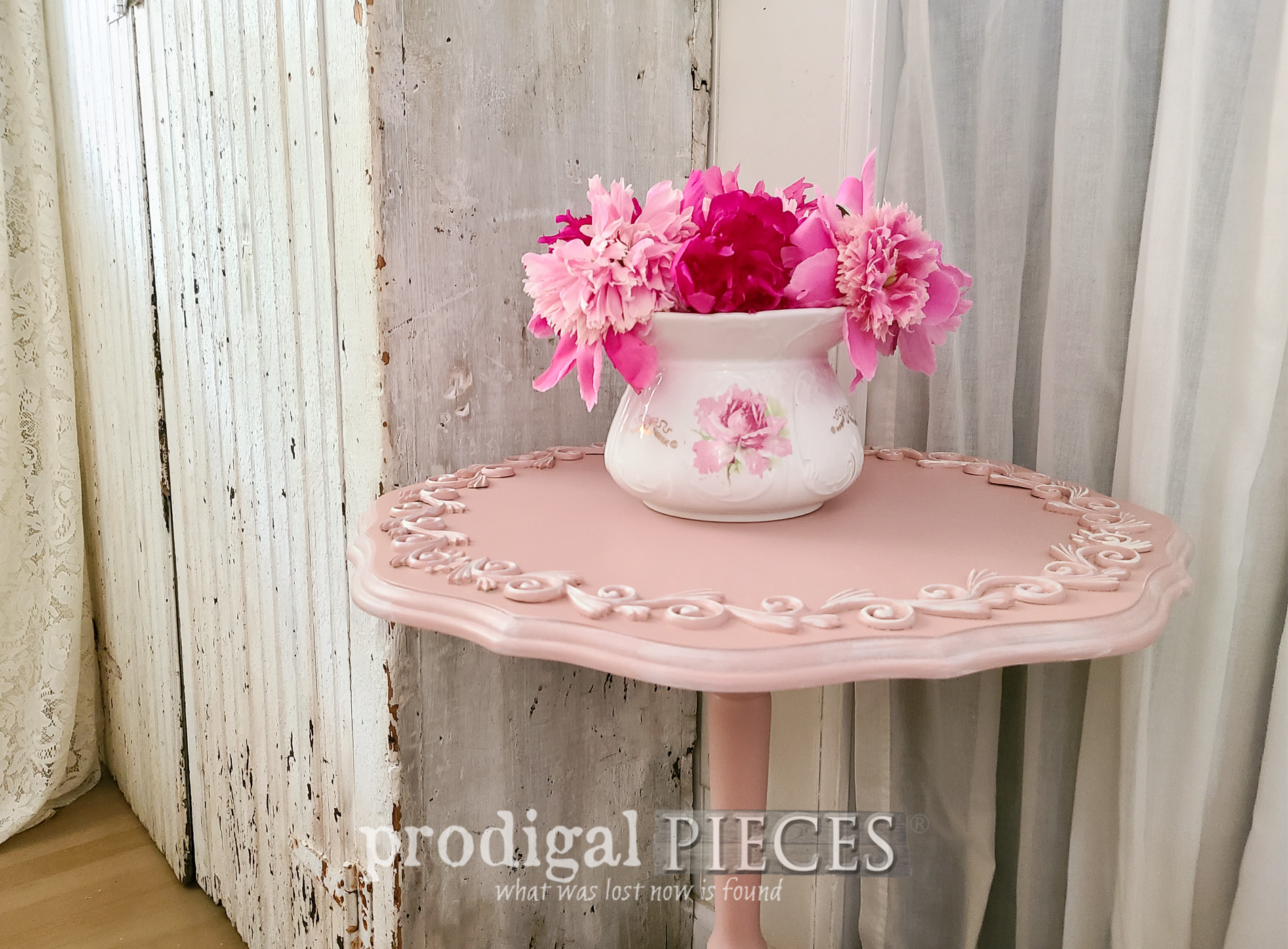 Featured Tilt Top Table with Scrollwork Design by Larissa of Prodigal Pieces | prodigalpieces.com #prodigalpieces #furniture #home #homedecor