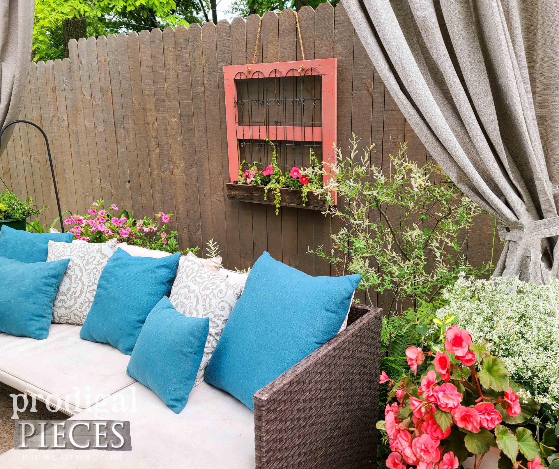 Relcaimed Hanging Fence Planter by Larissa of Prodigal Pieces | prodigalpieces.com #prodigalpieces #garden #farmhouse #home #homedecor