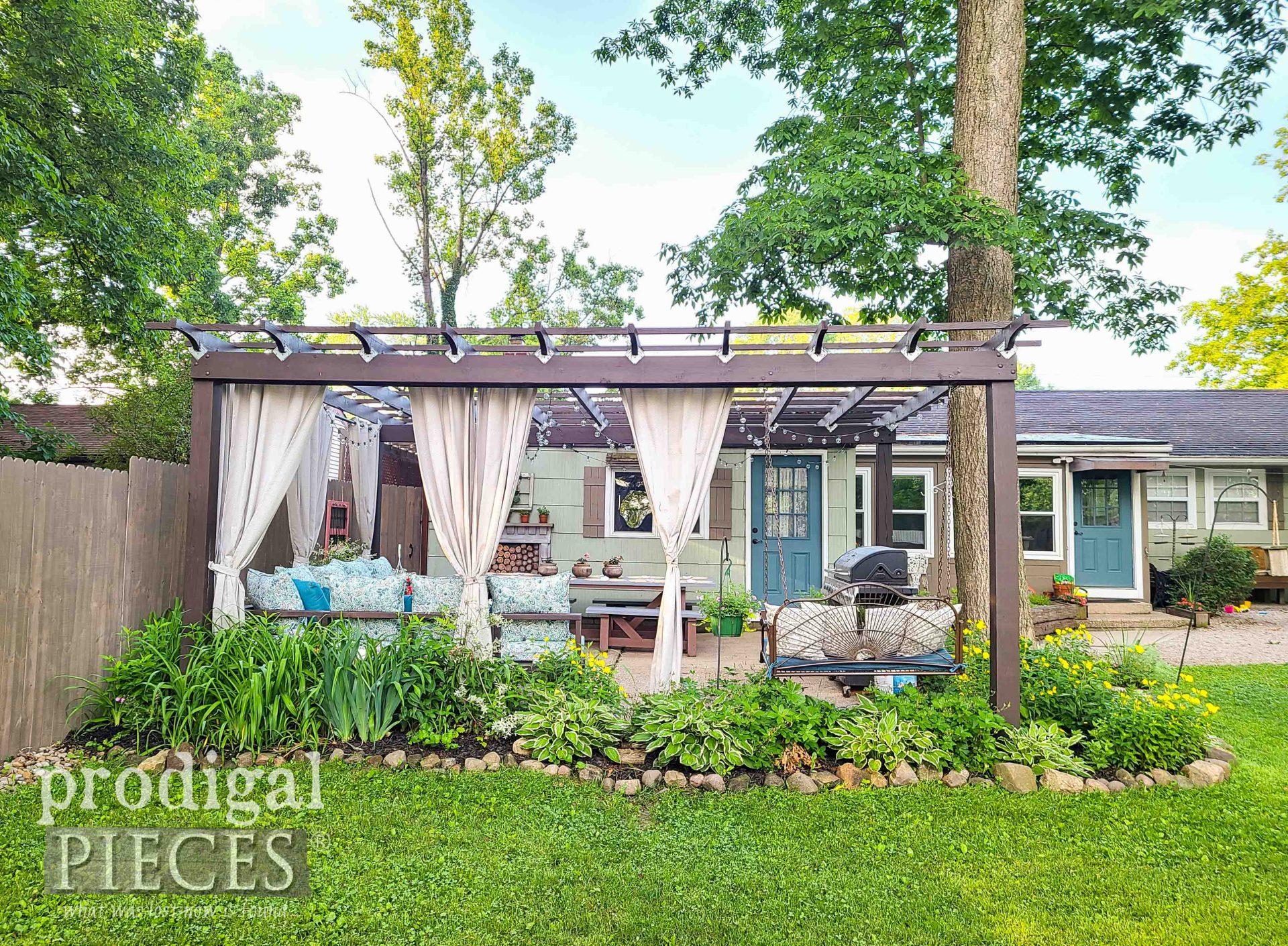 Side View Patio Pergola by Larissa of Prodigal Pieces | prodigalpieces.com #prodigalpieces #patio #diy #backyard #summer