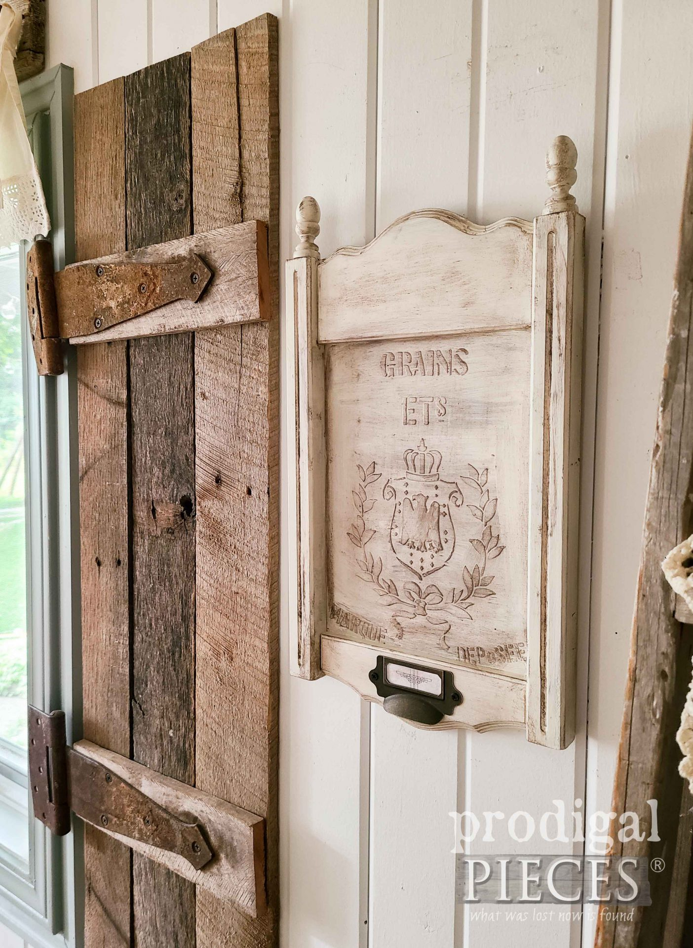 Upcycled Frame Turned DIY farmhouse Wall Art by Larissa of Prodigal Pieces | prodigalpieces.com #prodigalpieces #farmhouse #diy #home #art