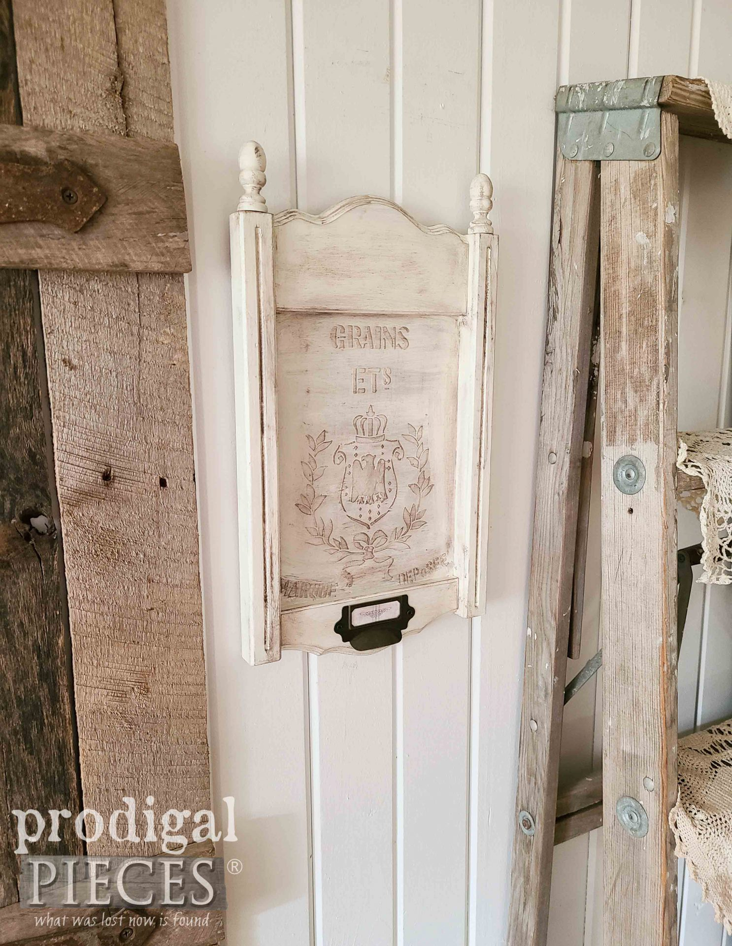 DIY Upcycled Frame Art with Faux Grain Sack Embossing by Larissa of Prodigal Pieces | prodigalpieces.com #prodigalpieces #art #diy #emboss