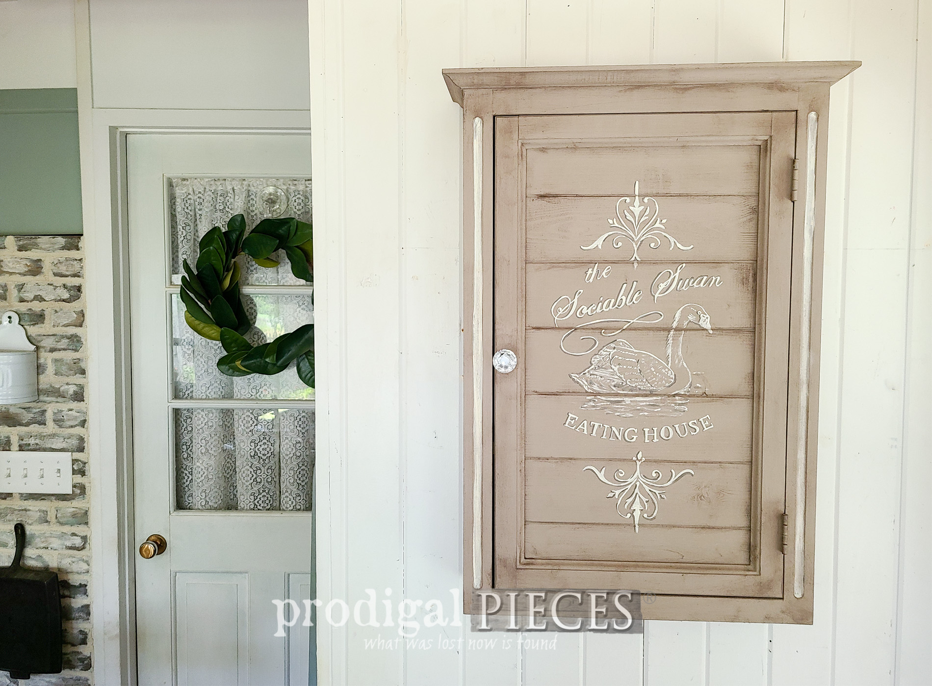 Featured Mirrored Medicine Cabinet Makeover with Vintage Style by Larissa of Prodigal Pieces | prodigalpieces.com #prodigalpieces #diy #home #farmhouse #french #upcycle