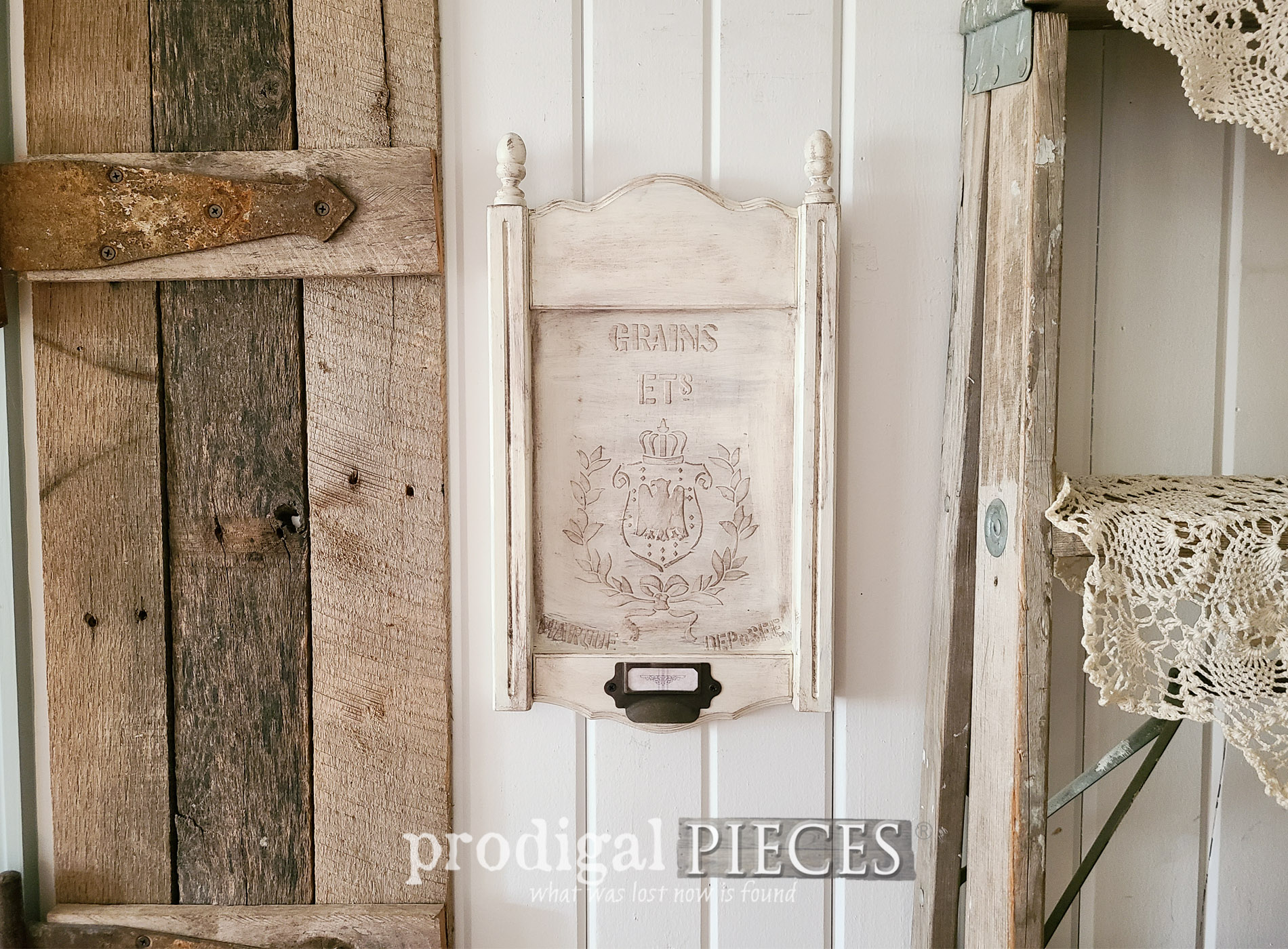 Featured Upcycled Frame with Faux Grain Sack Embossed Design by Larissa of Prodigal Pieces | prodigalpieces.com #prodigalpieces #diy #emboss #art #farmhouse