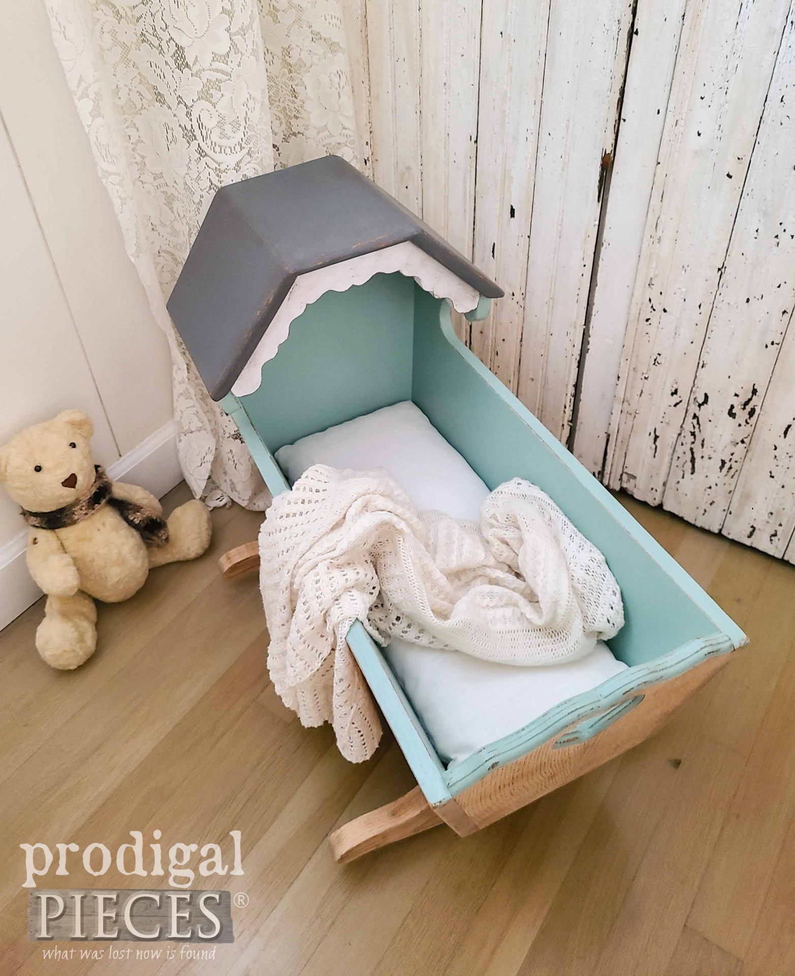 Handmade Linen Cradle Mattress Made by Larissa of Prodigal Pieces | prodigalpieces.com #prodigalpieces #baby #vintage #baby #home