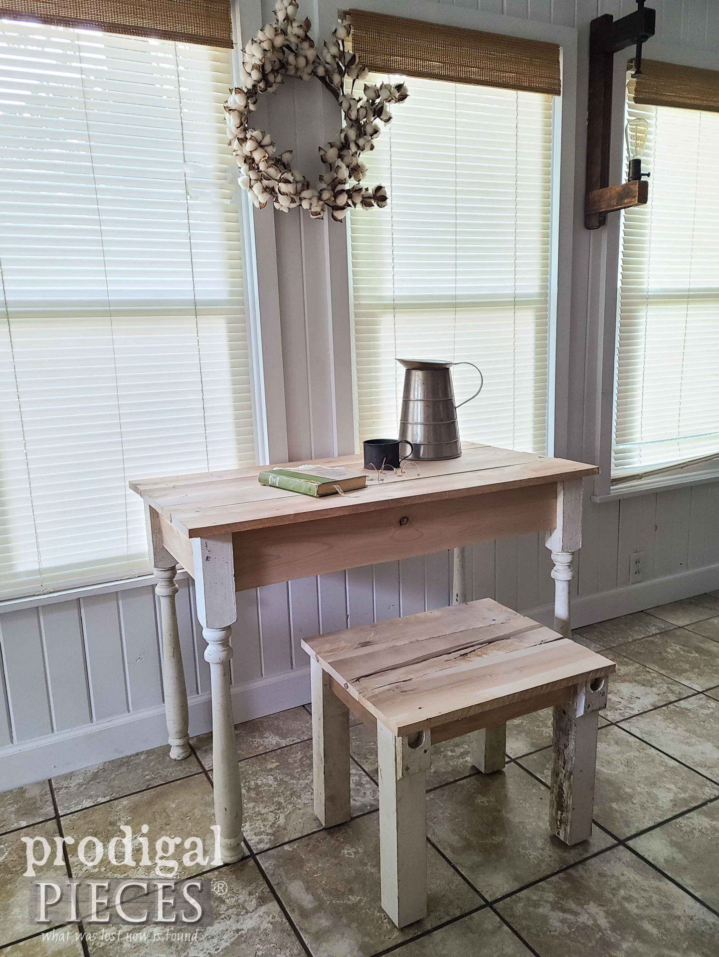 Reclaimed Farmhouse Style Desk Set Built by Larissa of Prodigal Pieces | prodigalpices.com #prodigalpieces #farmhouse #woodworking #diy #home #farmhouse