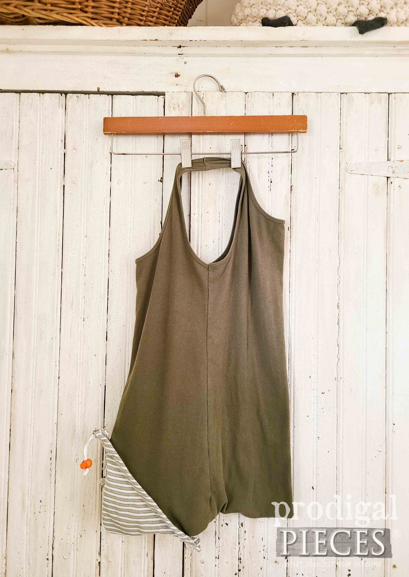 Refashioned Tank Top Reusable Compact Shopping Bag by Larissa of Prodigal Pieces   prodigalpieces.com #prodigalpieces #refashion #upcycle #diy #sewing #crafts #shopping