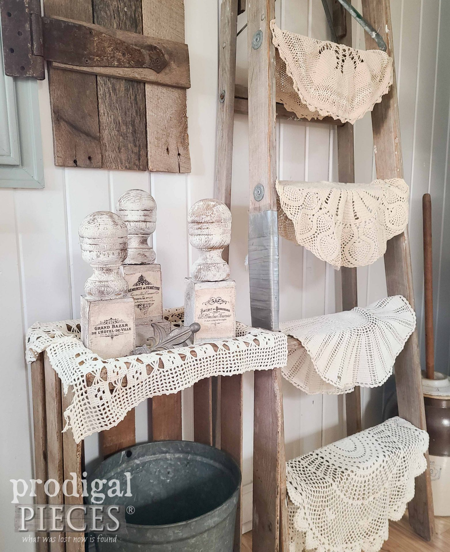 Upcycled French Farmhouse Decor with Upcycled Finials by Larissa of Prodigal Pieces | prodigalpieces.com #prodigalpieces #farmhouse #home #homedecor #diy