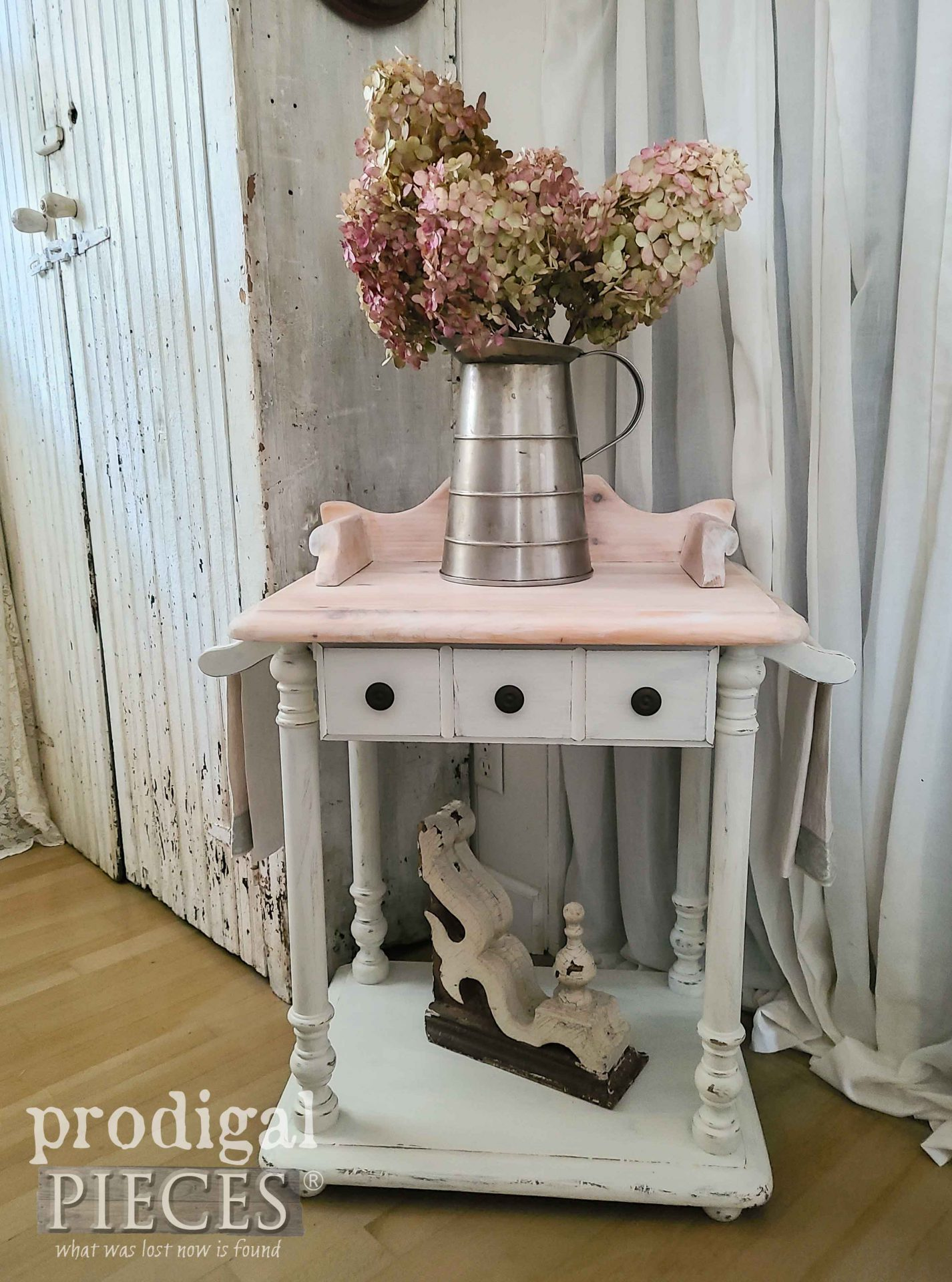Vintage Farmhouse Style Wash Stand in Antique White by Larissa of Prodigal Pieces | prodigalpieces.com #prodigalpieces #diy #farmhouse #home #vintage