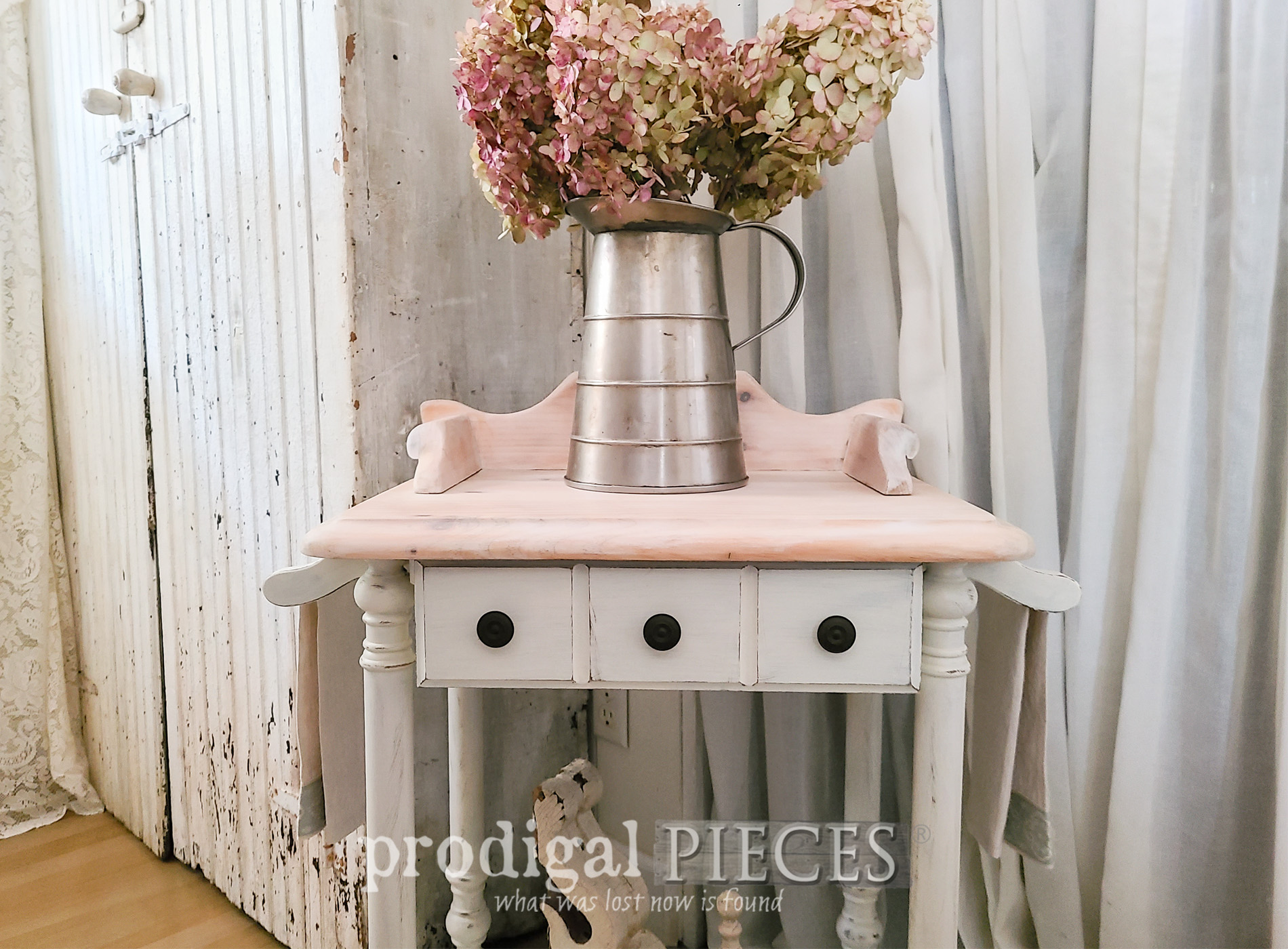 Featured Vintage Wash Stand Makeover by Larissa of Prodigal Pieces | prodigalpieces.com #prodigalpieces #diy #farmhouse #furniture #vintage