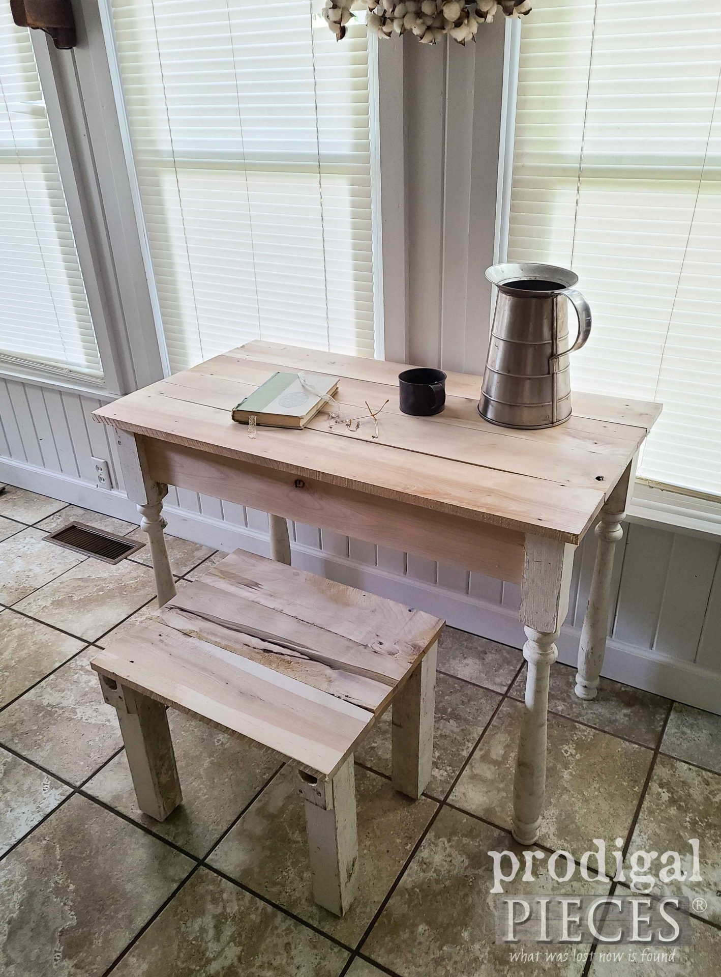 Handmade Farmhouse Desk Set from Reclaimed Wood by Larissa of Prodigal Pieces | prodigalpieces.com #prodigalpieces #farmhouse #reclaimed #hom #homedecor #diy