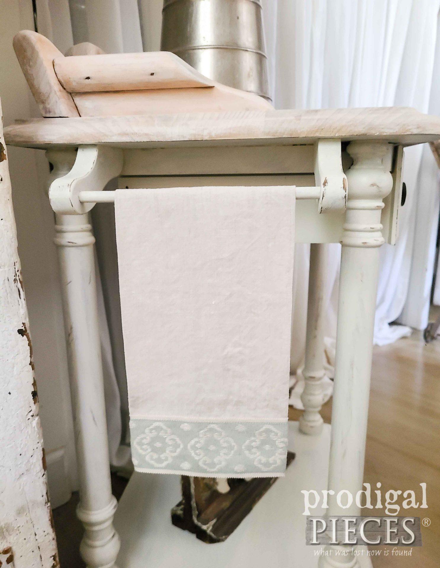 Handmade Linen Towel by Larissa of Prodigal Pieces | prodigalpieces.com #prodigalpieces #handmade #linen #farmhouse #home