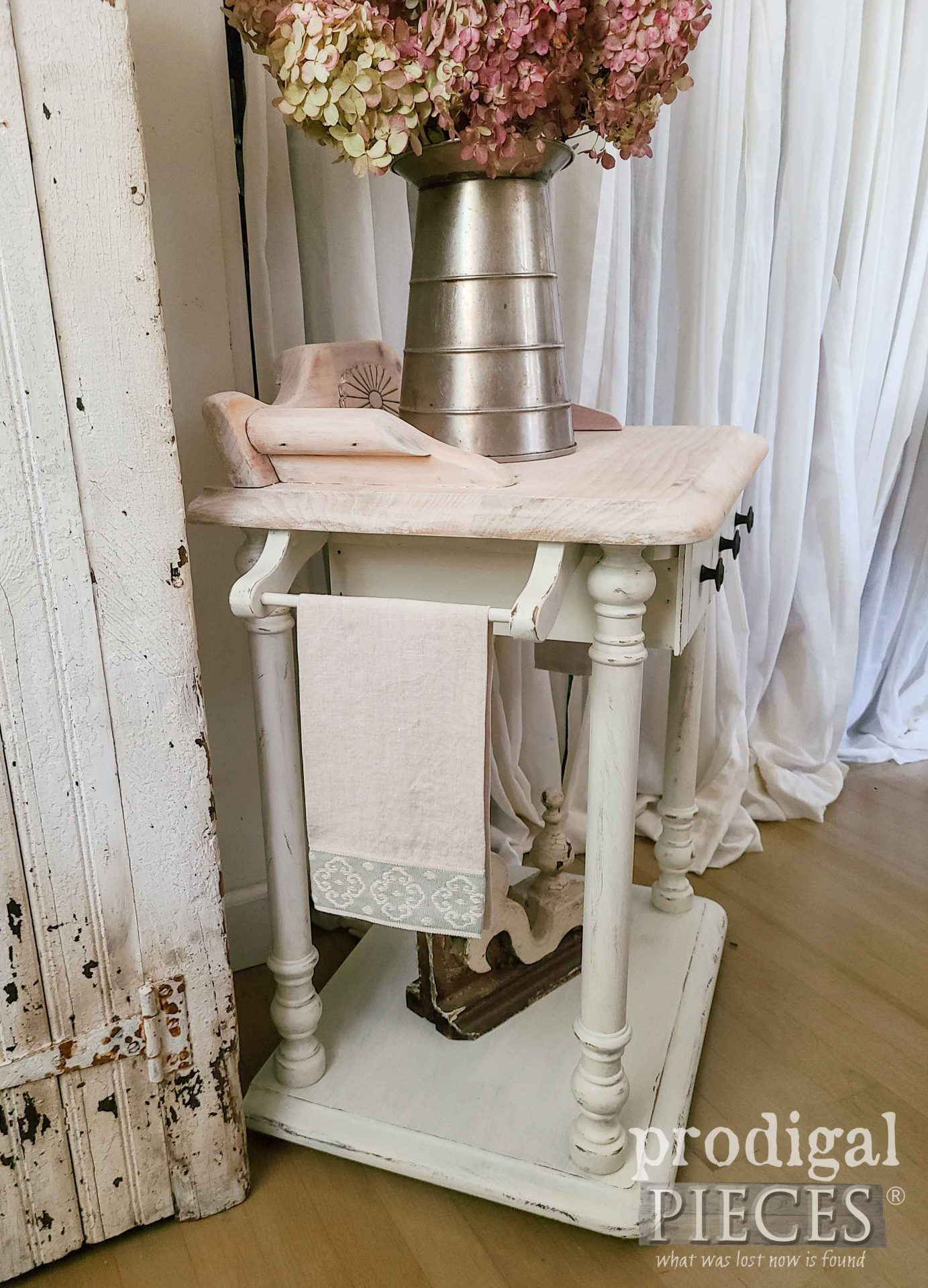 Side View Vintage Wash Stand Makeover by Larissa of Prodigal Pieces | prodigalpieces.com #prodigalpieces #diy #linen #farmhouse #home
