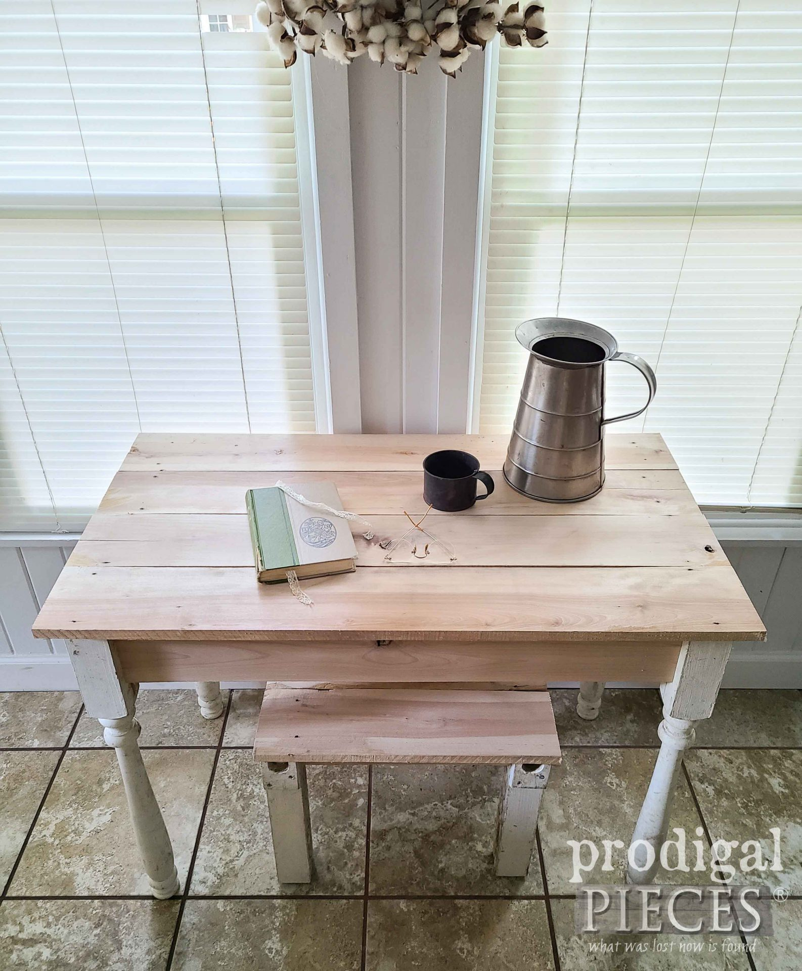 Top of Reclaimed Desk Set from Pallet Wood by Larissa of Prodigal Pieces | prodigalpieces.com #prodigalpieces #rustic #diy #home #farmhouse #homedecor