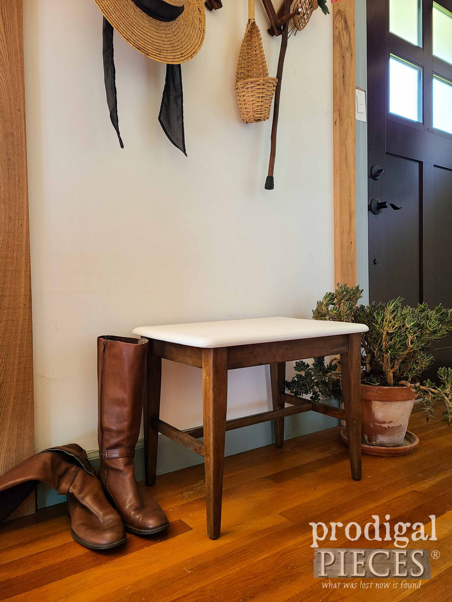 DIY Mid Century Modern Bench Seat by Larissa of Prodigal Pieces | prodigalpieces.com #prodigalpieces #midcentury #modern #diy