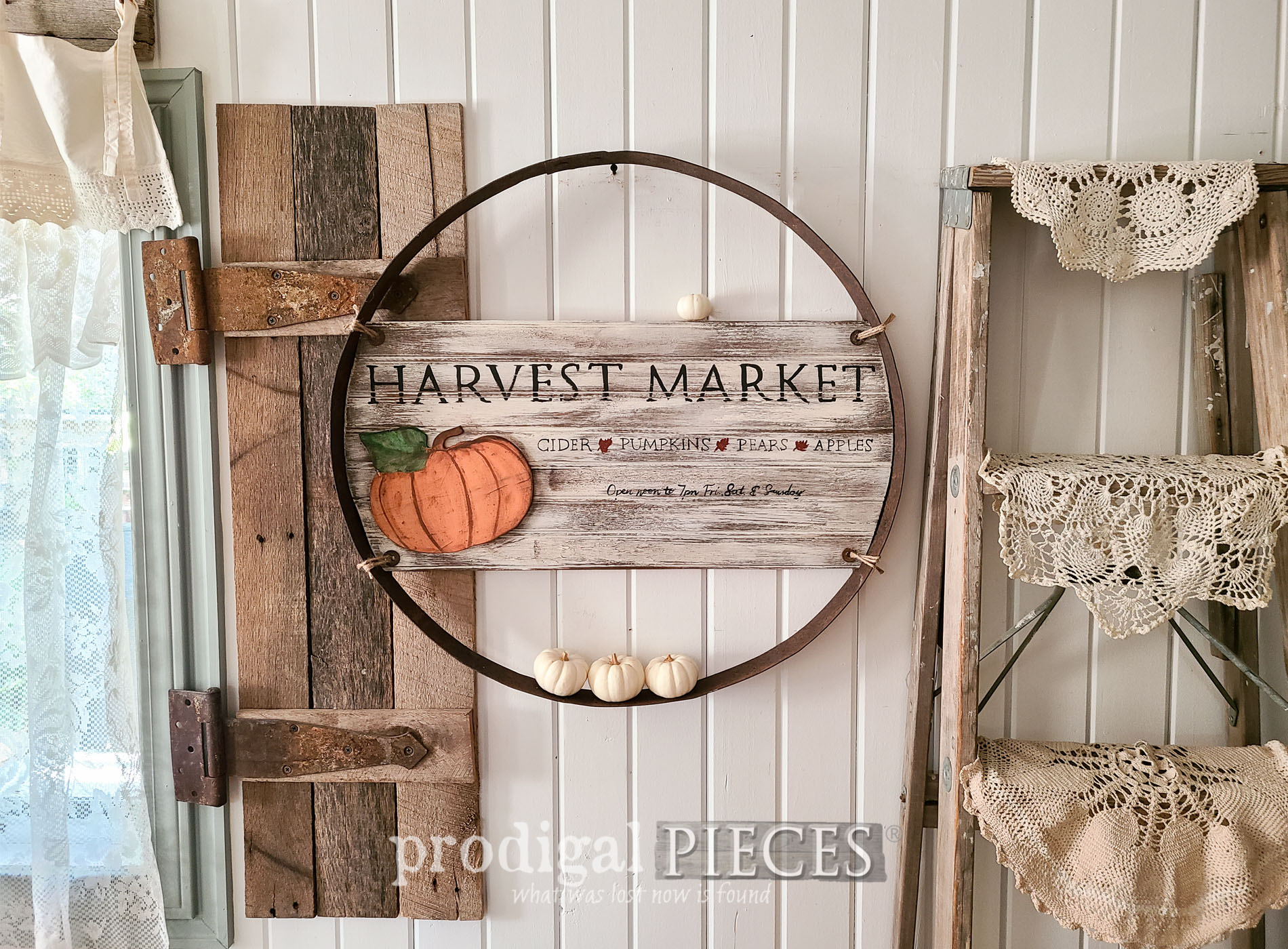 Featured Reclaimed Whiskey Barrel Ring into Fall Farmhouse Wall Art by Larissa of Prodigal Pieces | prodigalpieces.com #prodigalpieces #farmhouse #fall #diy #autumn