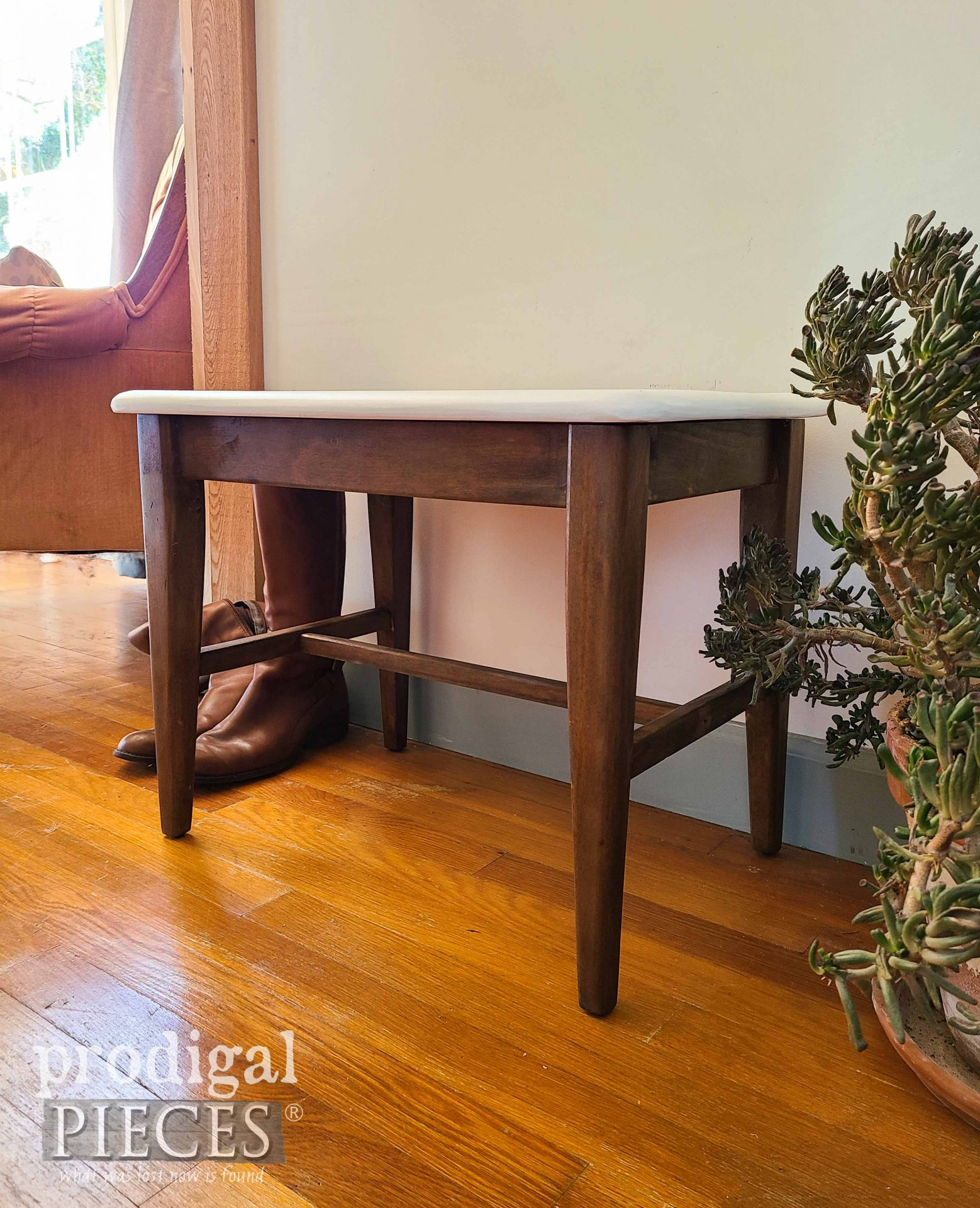 Vintage Mid Century Modern Bench Seat Makeover by Larissa of Prodigal Pieces | prodigalpieces.com #prodigalpieces #midcentury #furniture #home #diy