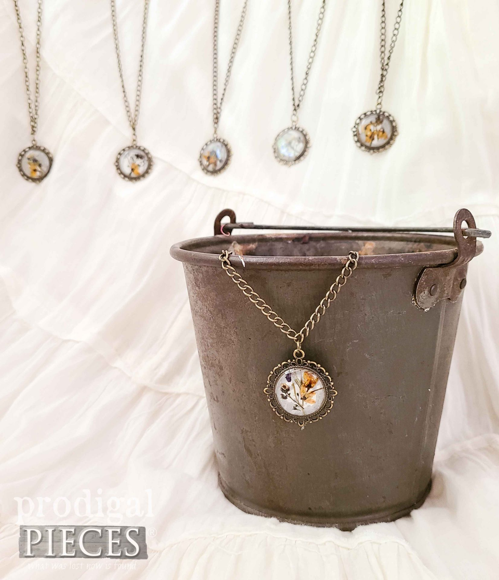 Handmade DIY Resin Necklace Pendant with Dried Flowers by Larissa of Prodigal Pieces   prodigalpieces.com #prodigalpieces #diy #handmade #flowers #jewelry #necklace #giftideas