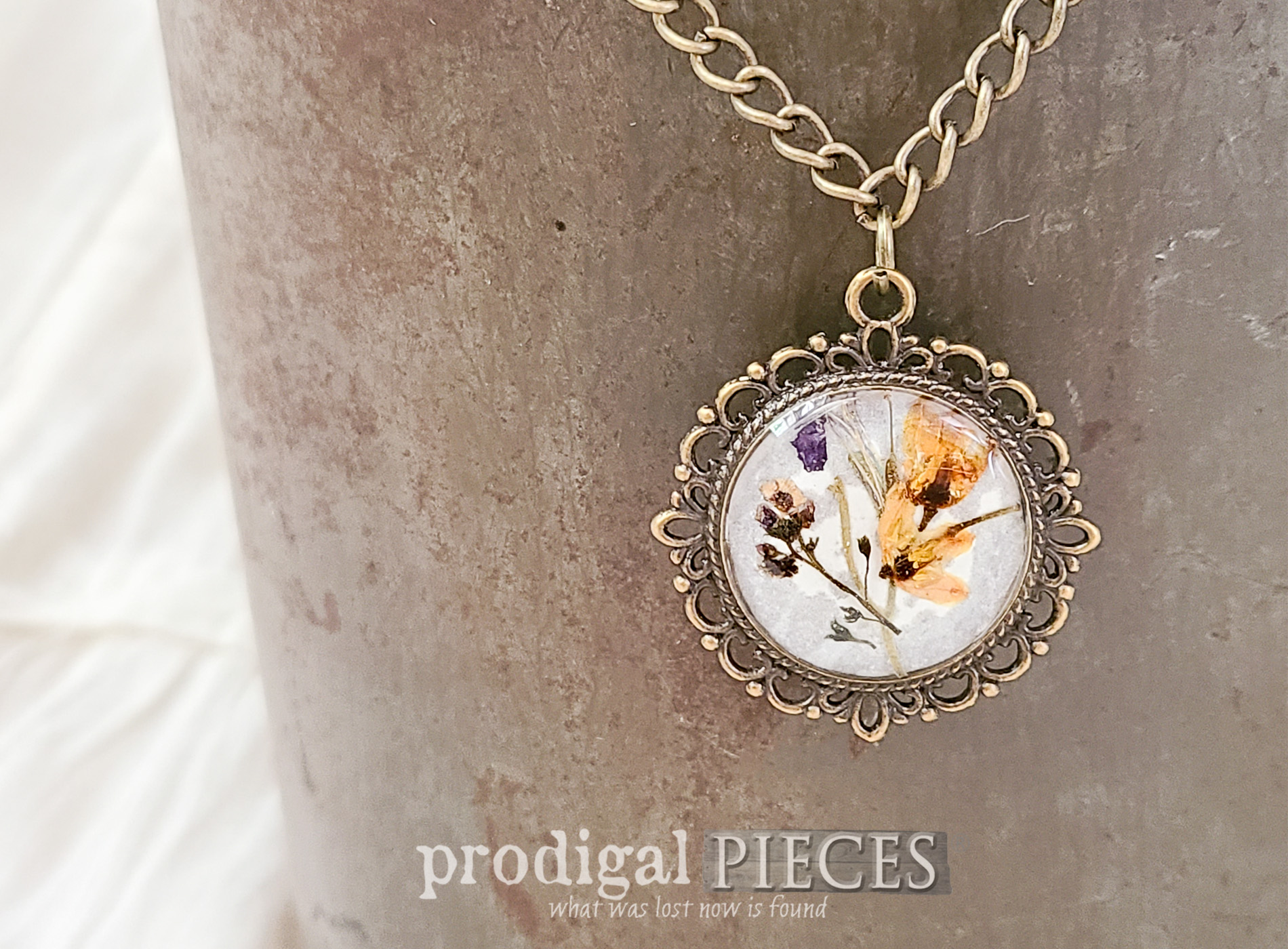 Featured DIY Resin Necklace Pendant Necklace Tutorial by Larissa of Prodigal Pieces | prodigalpieces.com #prodigalpieces #diy #crafts #jewelry