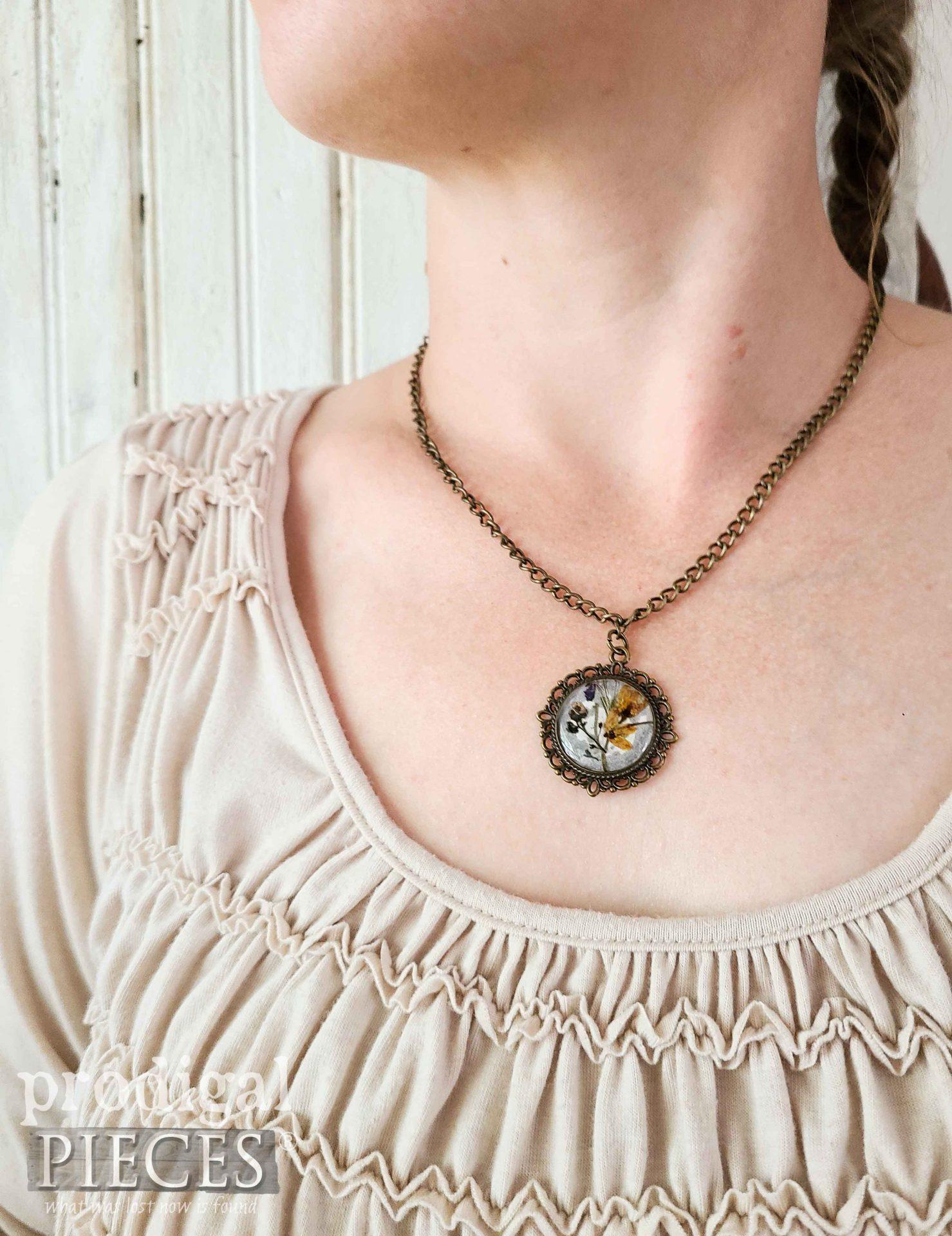 Handmade DIY Resin Necklace Pendant by Larissa of Prodigal Pieces   prodigalpieces.com #prodigalpieces #diy #jewelry #handmade #giftidea