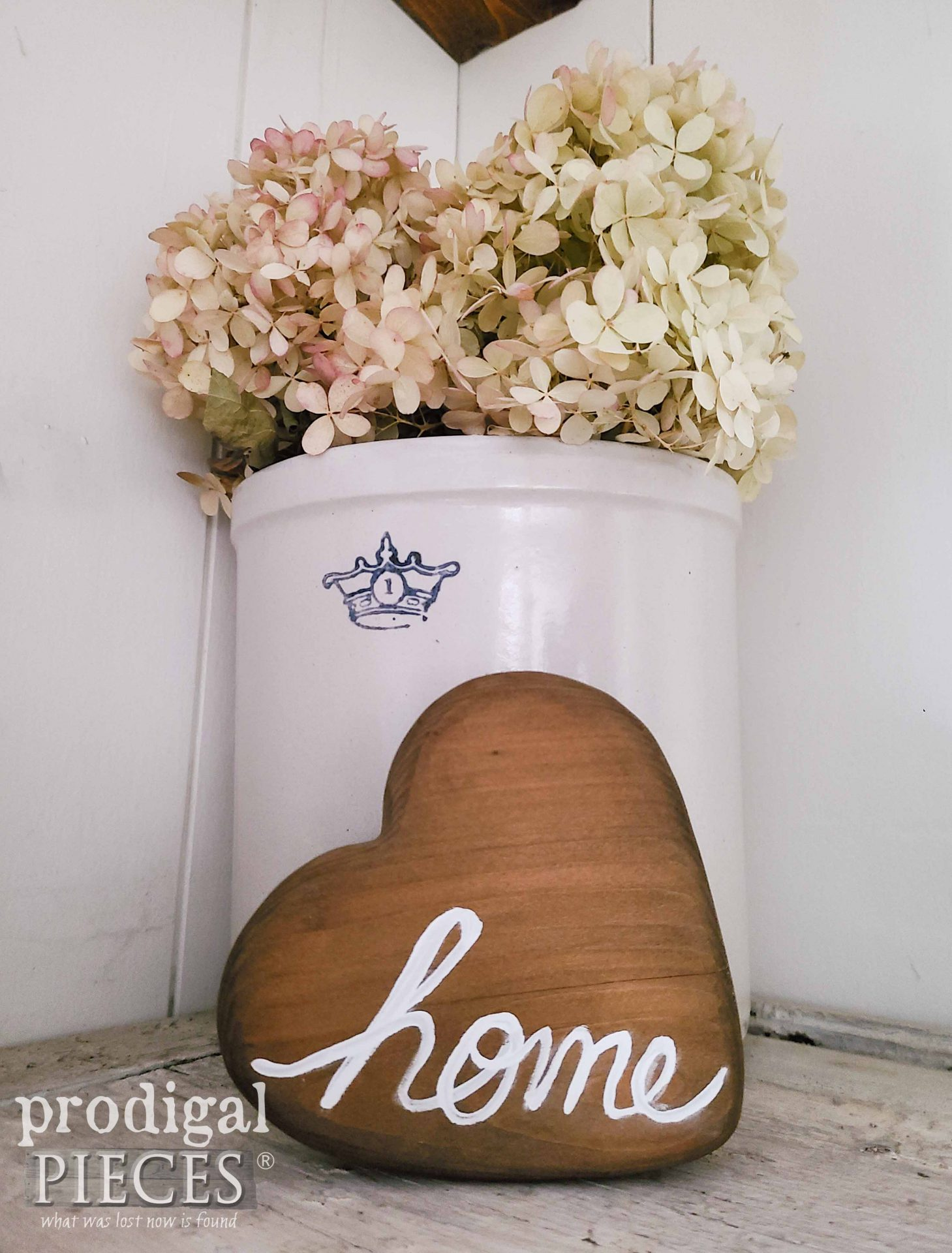 DIY Wooden Heart Home by Larissa of Prodigal Pieces | prodigalpieces.com #prodigalpieces #home #farmhouse #handmade