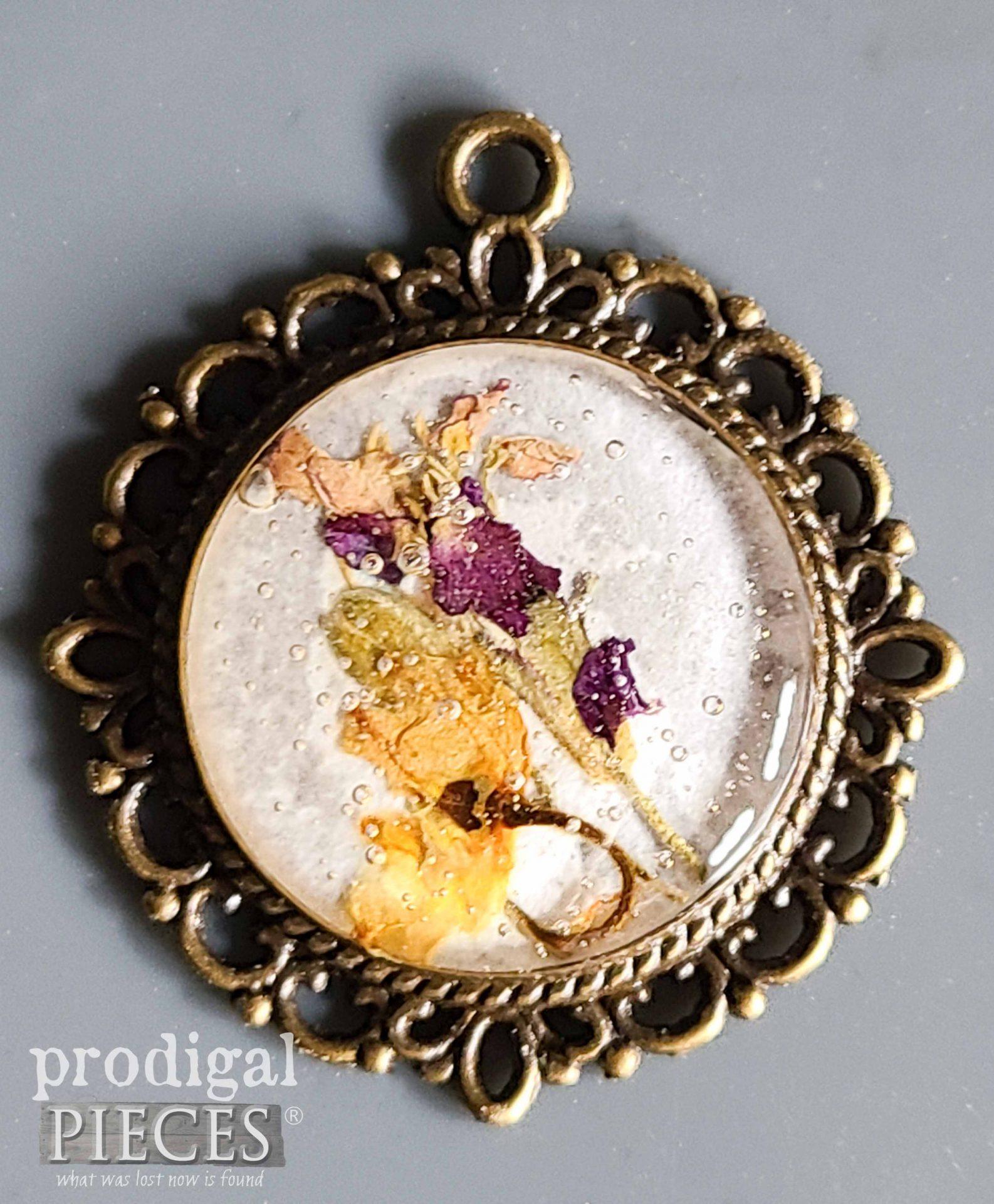 DIY Resin Necklace Pendant with Bubbles   prodigalpieces.com