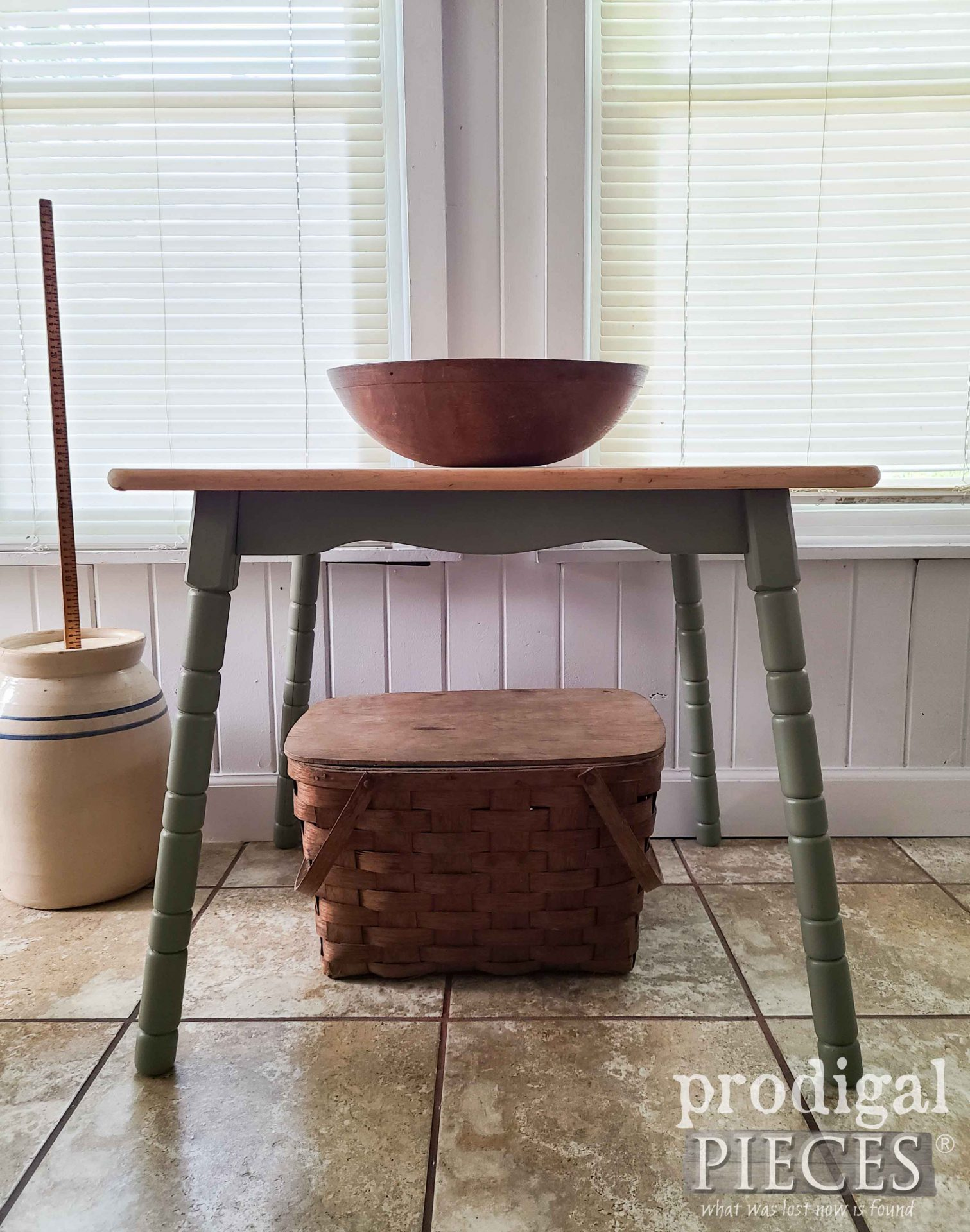Vintage Maple Mini Farmhouse Side Table in Green by Larissa of Prodigal Pieces   prodigalpieces.com #prodigalpieces #furniture #farmhouse #diy